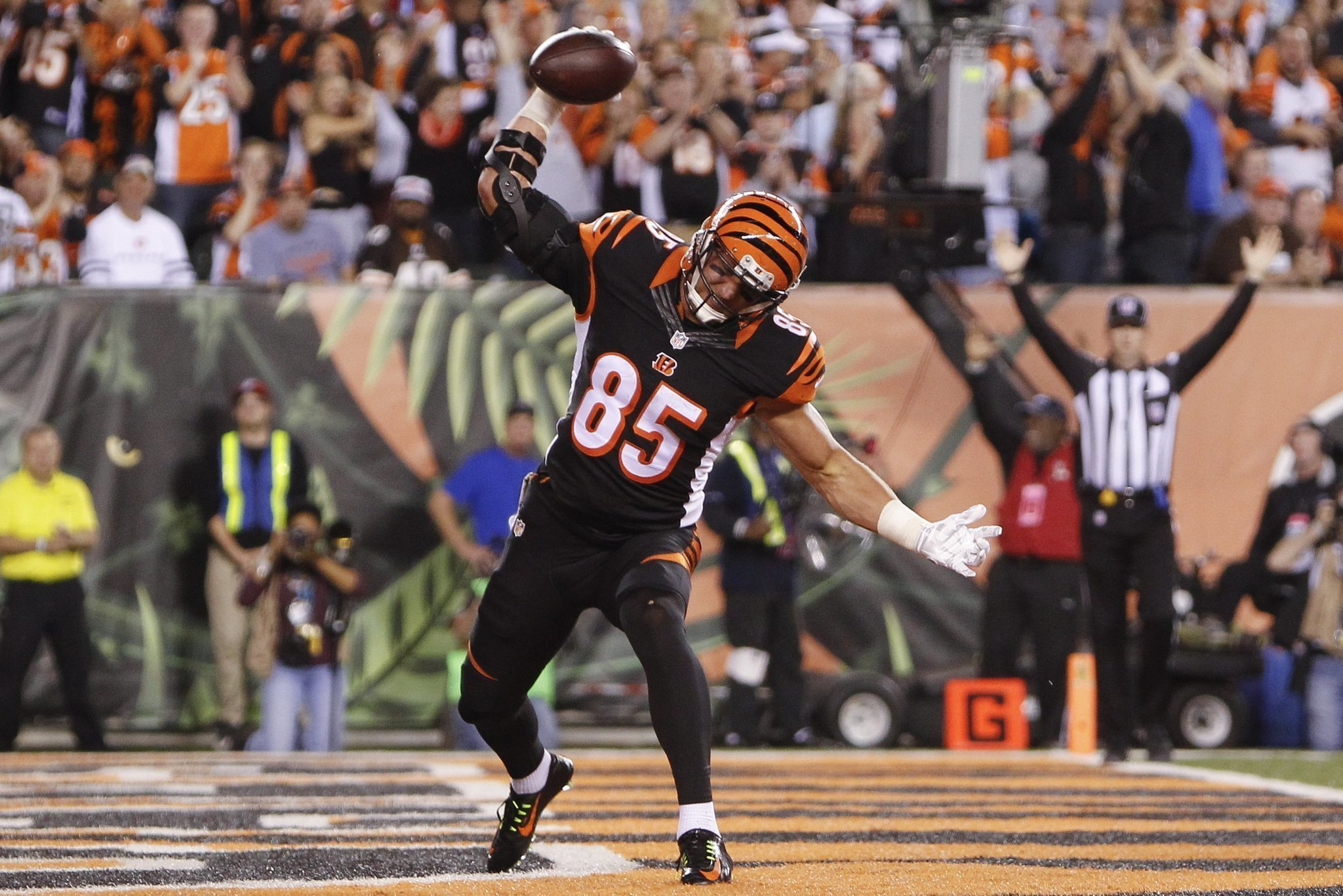 Bengals TE Eifert emerges leads NFL in touchdown catches The