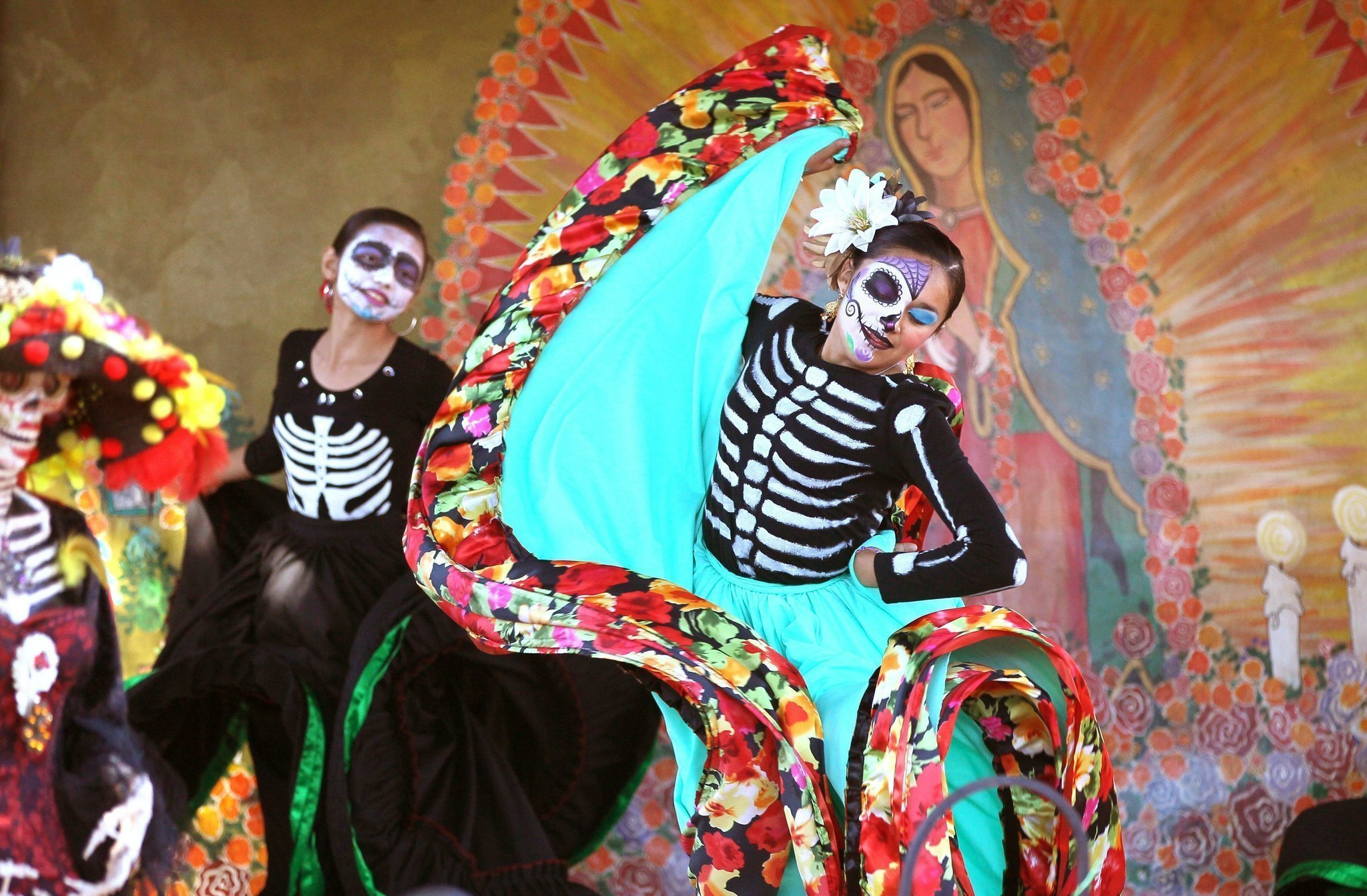 essay the day of the dead mexico Dia de los muertos in mexico has become one of the most famous of celebrations  because of the elaborate food preparations and decorative.