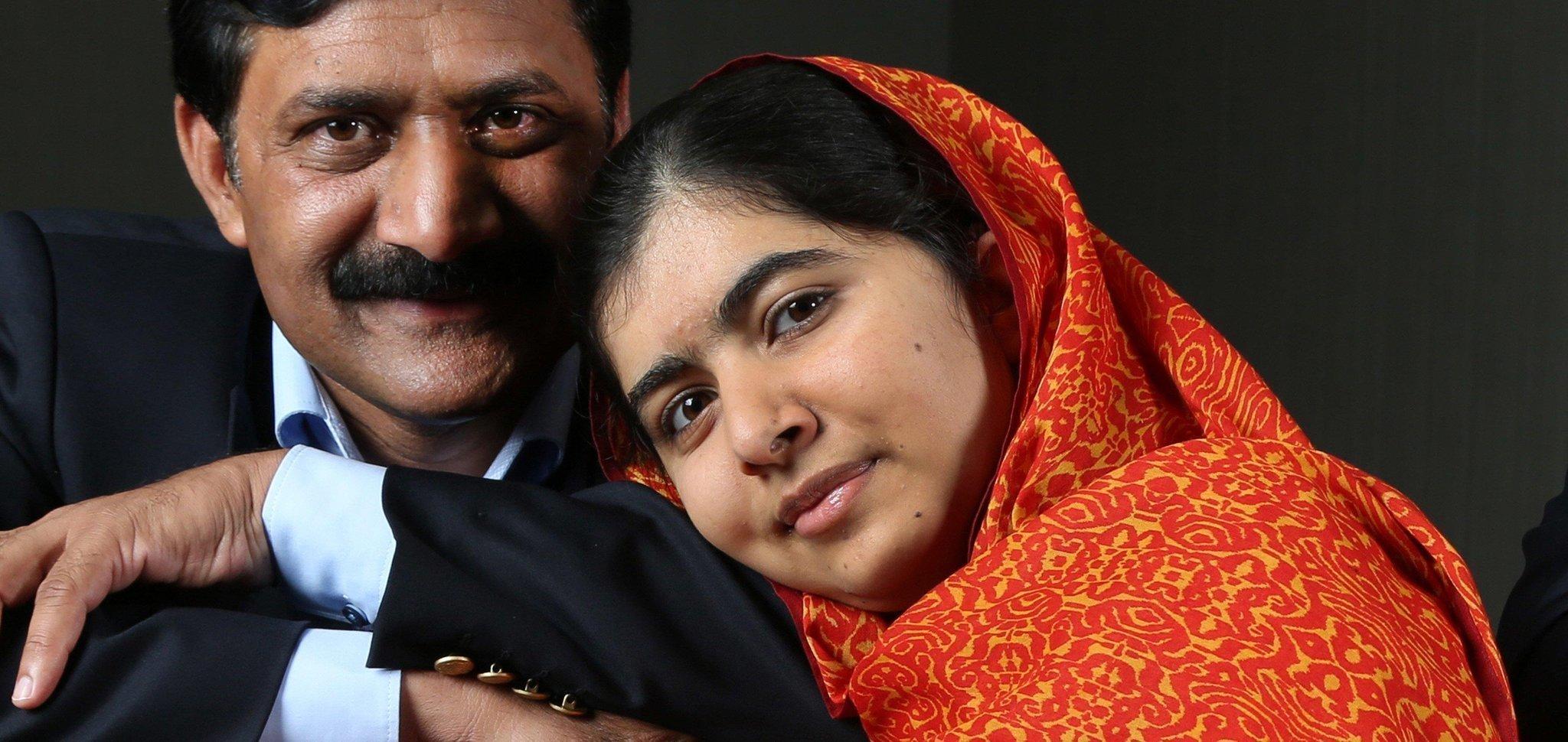malala yuosafai Malala yousafzai biografía resumida activista pakistaní premios: premio nobel de la paz, premio sájarov, premio simone de beauvoir nombre: malala makai nació.