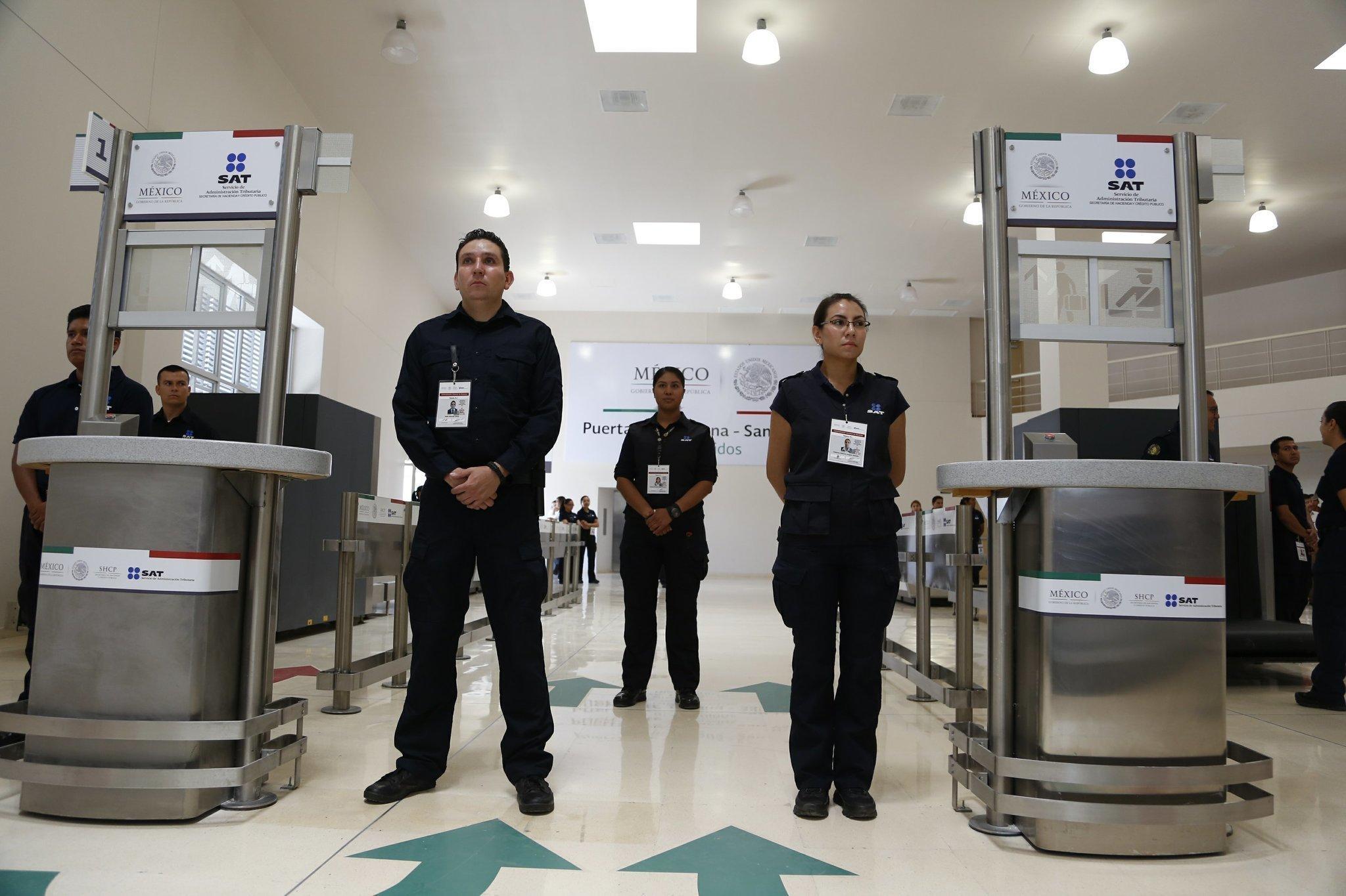 Mexico unveils pedestrian crossing in tijuana the san diego mexico unveils pedestrian crossing in tijuana the san diego union tribune sciox Gallery
