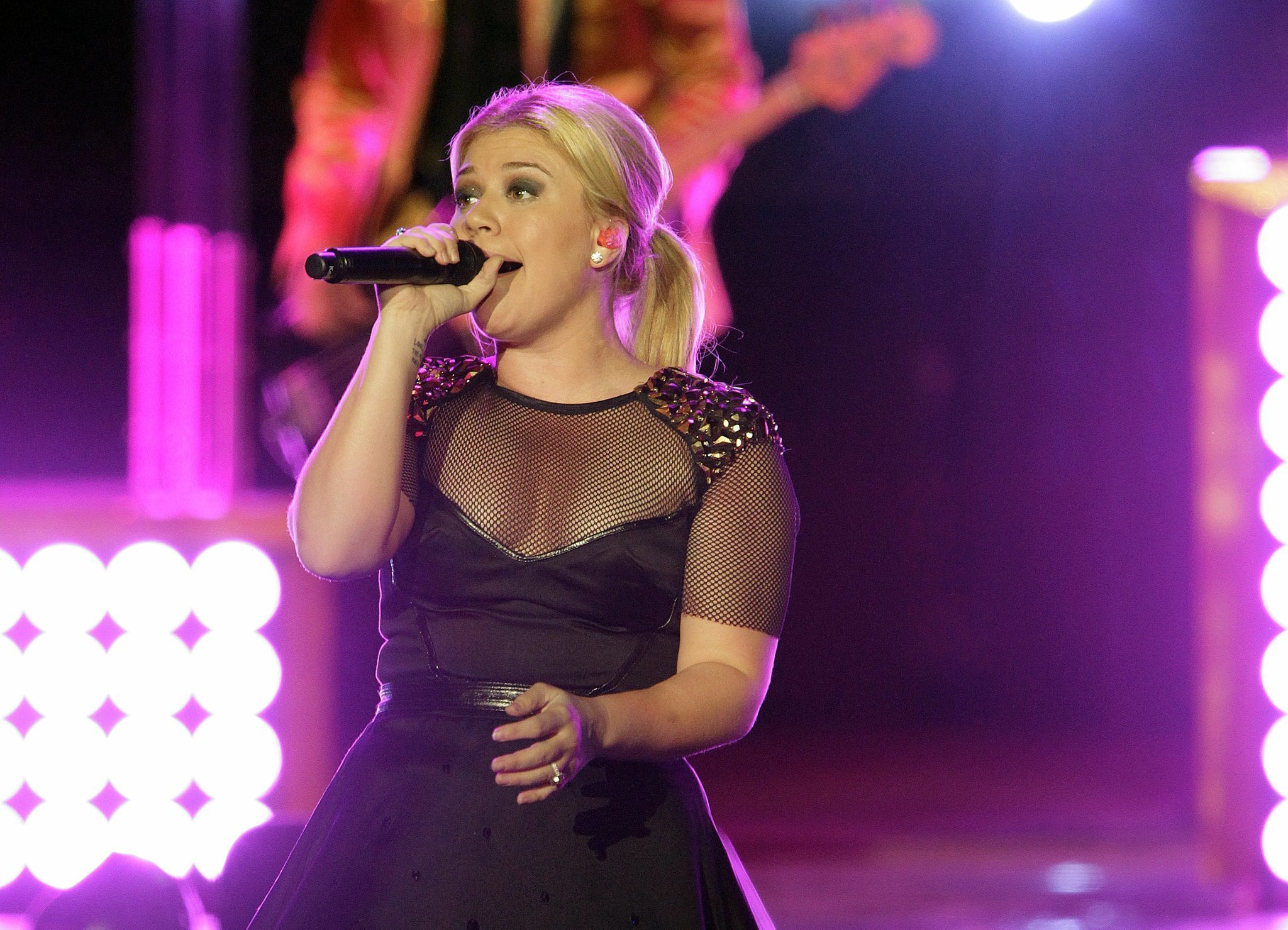 Kelly Clarkson has announced her 2015 concert tour. - The San Diego ...
