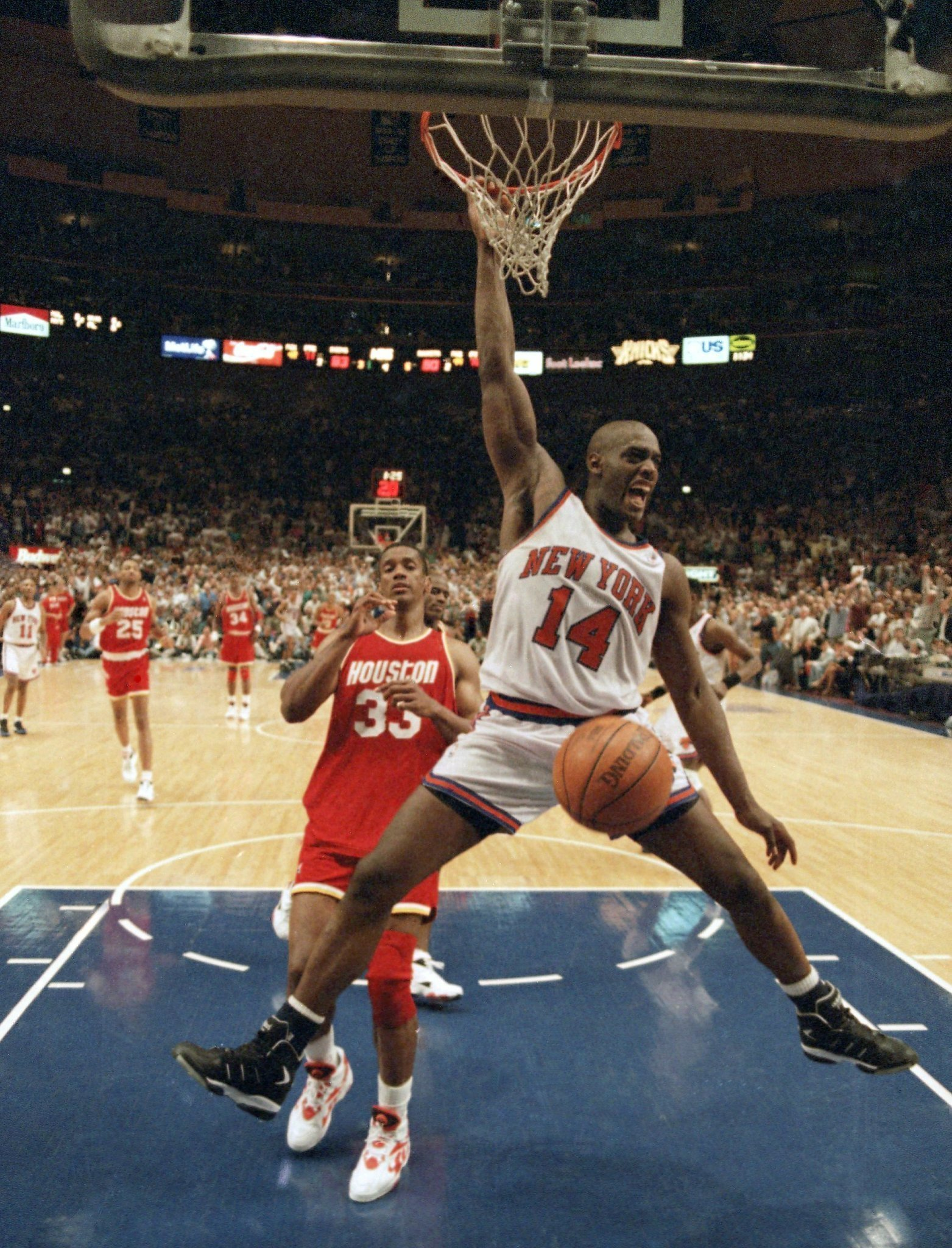 Anthony Mason rugged forward of 1990s Knicks s at 48 The