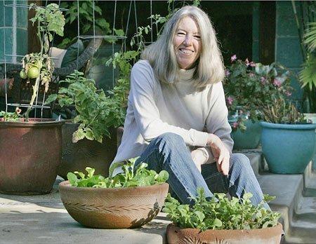 Mature blonde tosses a salad