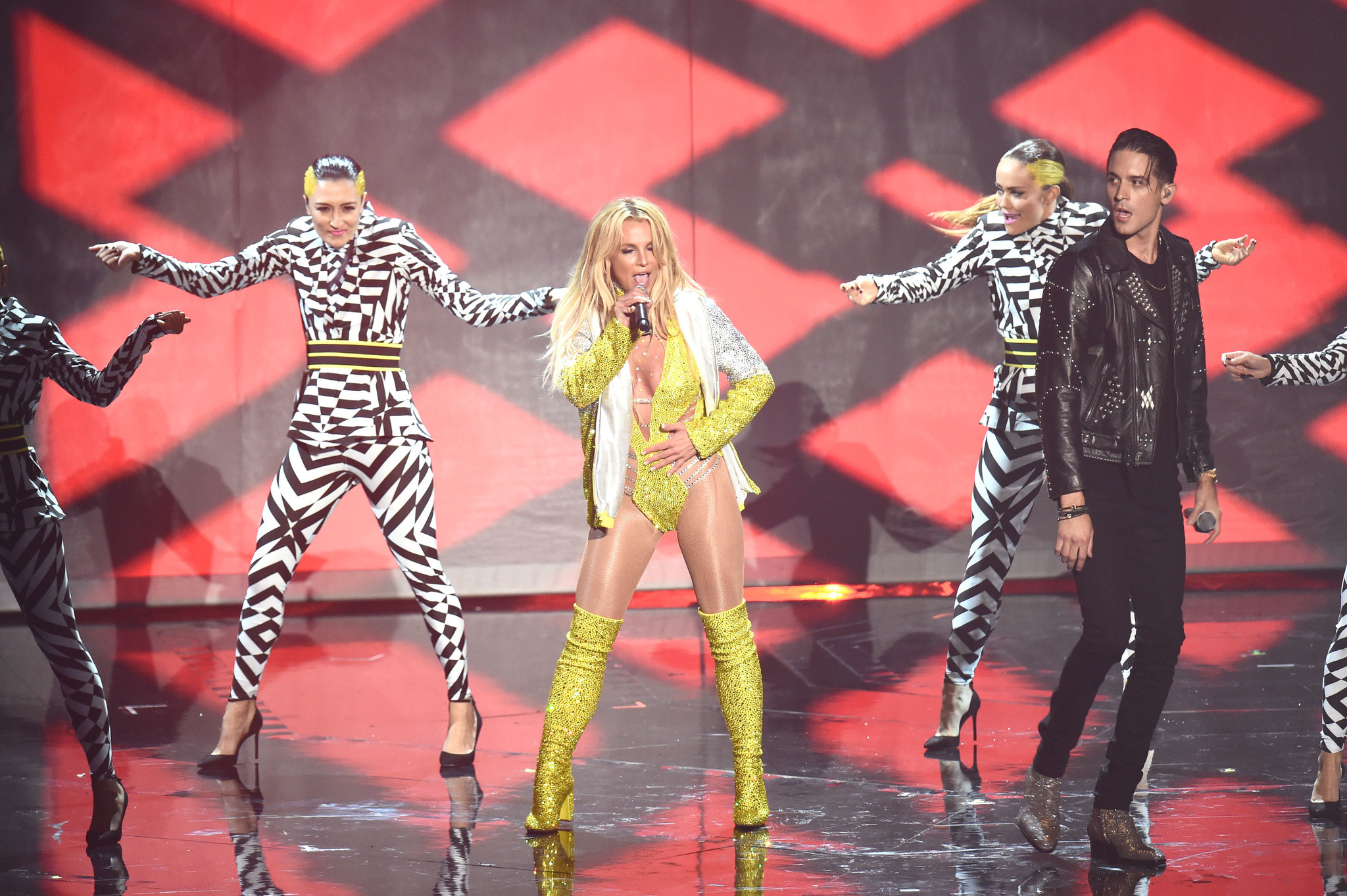 Britney returning to MTV Awards recommend