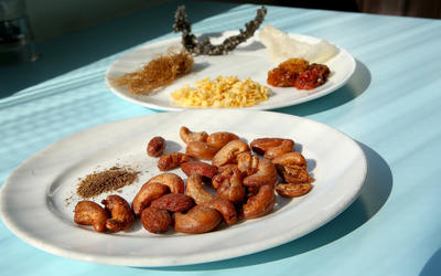 Bar nuts with dehydrated kimchi