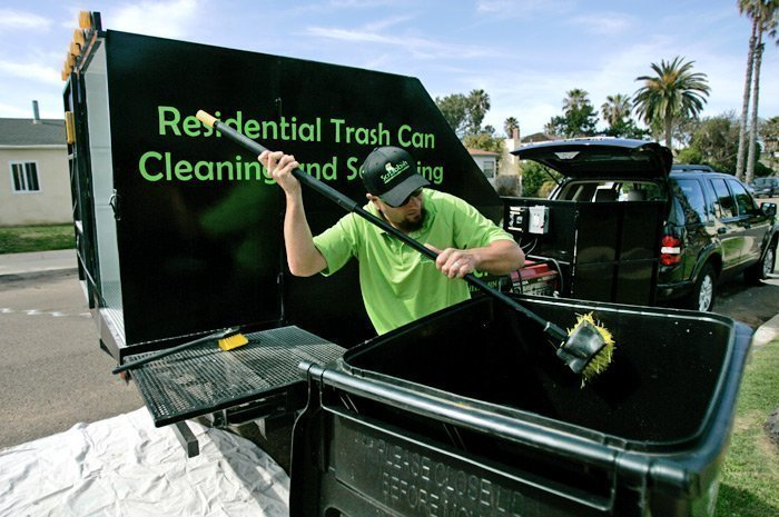 trash bin cleaning service gaining customers the san diego union tribune. Black Bedroom Furniture Sets. Home Design Ideas