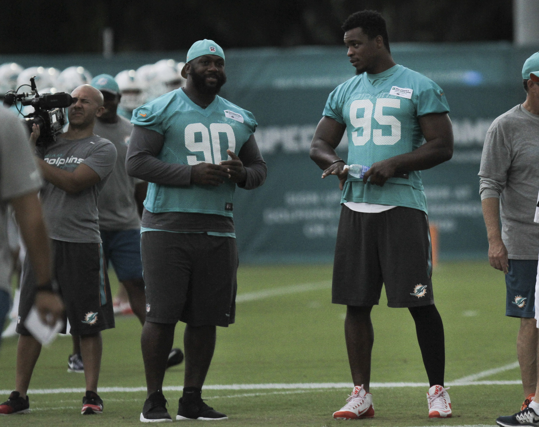 Sfl-dolphins-place-dion-jordan-and-zach-vigil-on-reserve-list-trim-roster-to-75-20160830