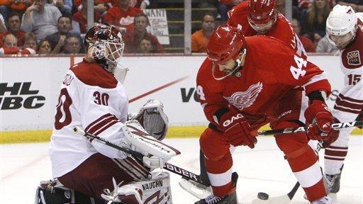 Coyotes Beat Red Wings 5 2 To Force Game 7 The San Diego Union Tribune