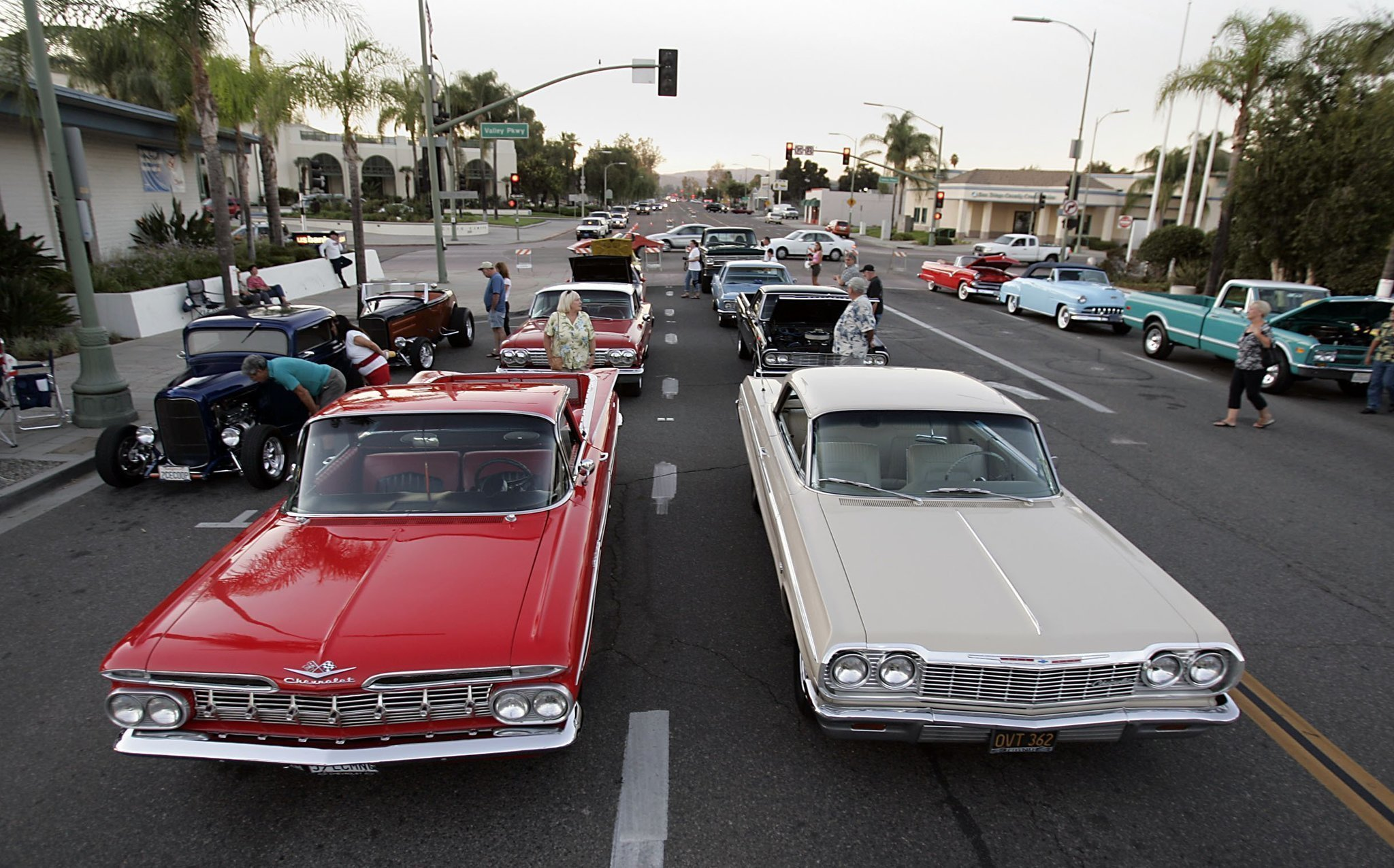 Vintage cars return for downtown cruise - The San Diego Union-Tribune
