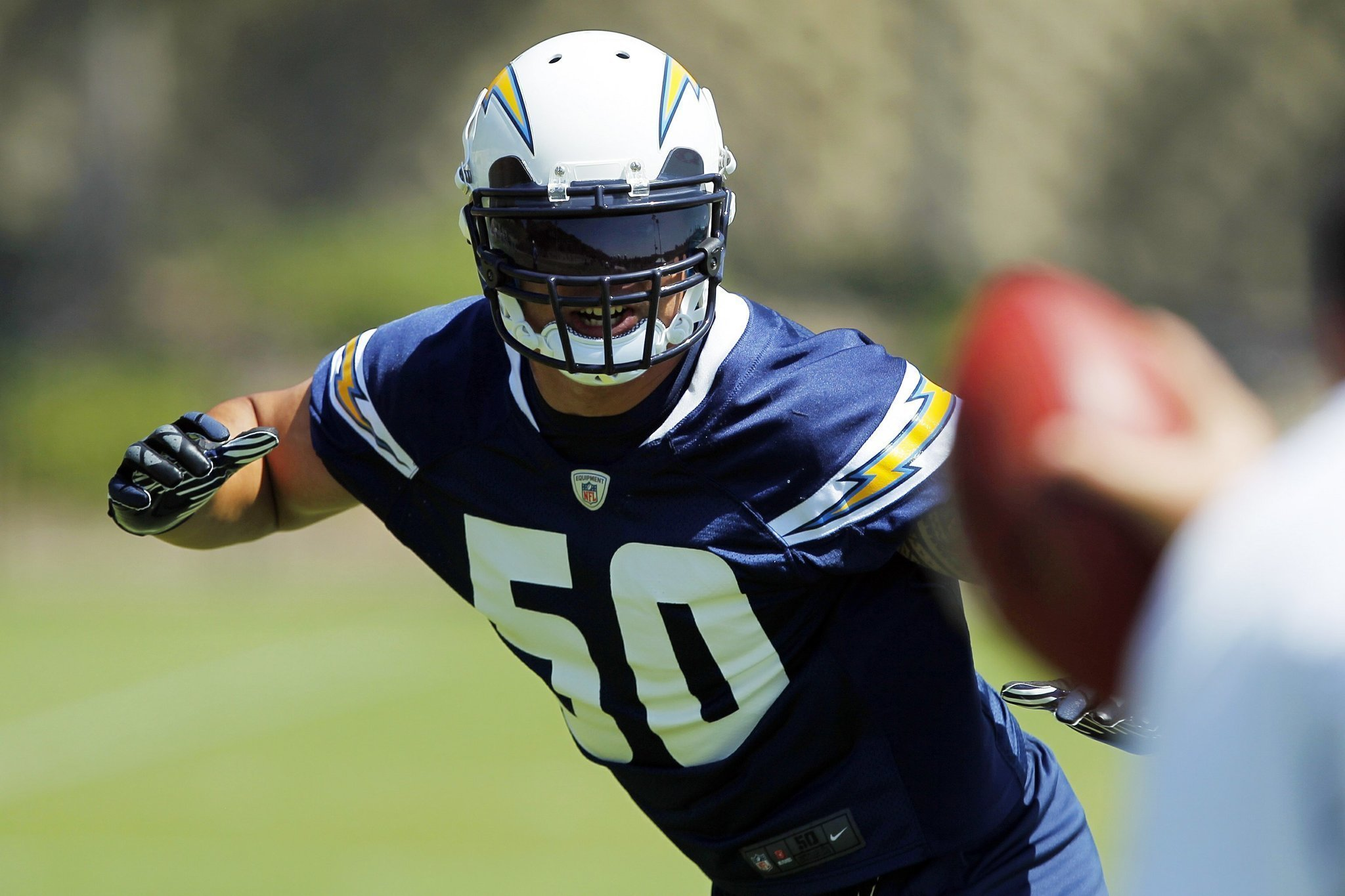 Manti Te O Hogs The Rookie Spotlight At Chargers Park