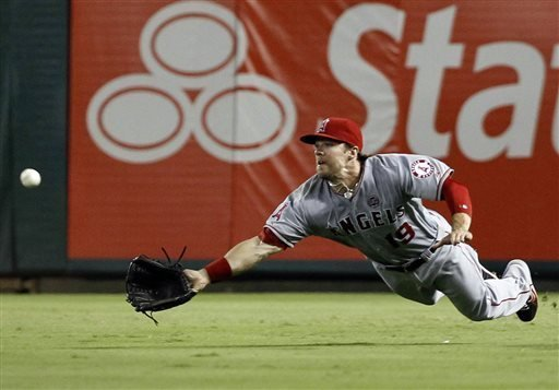 Los Angeles Angels right fielder Collin Cowgill makes a diving catch for the out on a ball hit byTexas Rangers' A.J. Pierzynski during the sixth inning of a baseball game, Tuesday, July 30, 2013, in Arlington, Texas. (AP Photo/Jim Cowsert)Los Angeles Angels right fielder Collin Cowgill makes a diving catch for the out on a ball hit byTexas Rangers' A.J. Pierzynski during the sixth inning of a baseball game, Tuesday, July 30, 2013, in Arlington, Texas. (AP Photo/Jim Cowsert) - The San Diego Union-Tribune - 웹