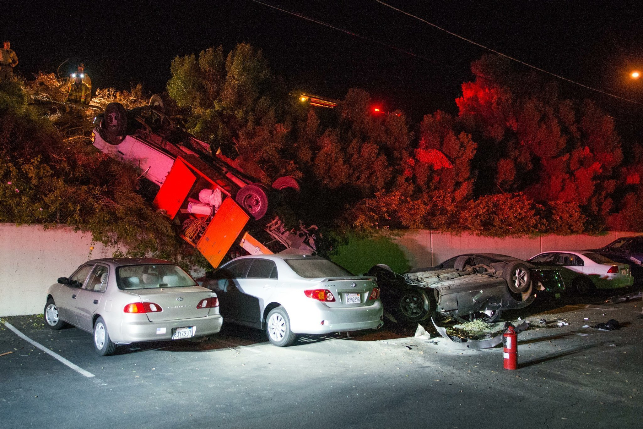 Truck Car Fly Off I 5 In Fiery Crash The San Diego Union Tribune