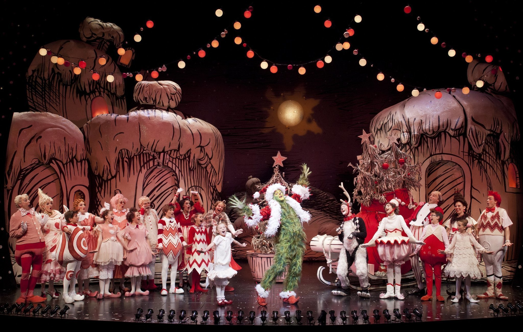 globe rolls out green carpet for grinch the san diego union tribune - Cast Of How The Grinch Stole Christmas