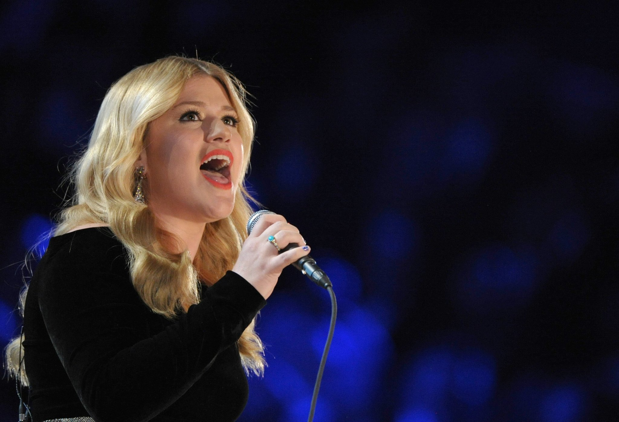 Kelly Clarkson adds new stars to Christmas special - The San Diego ...