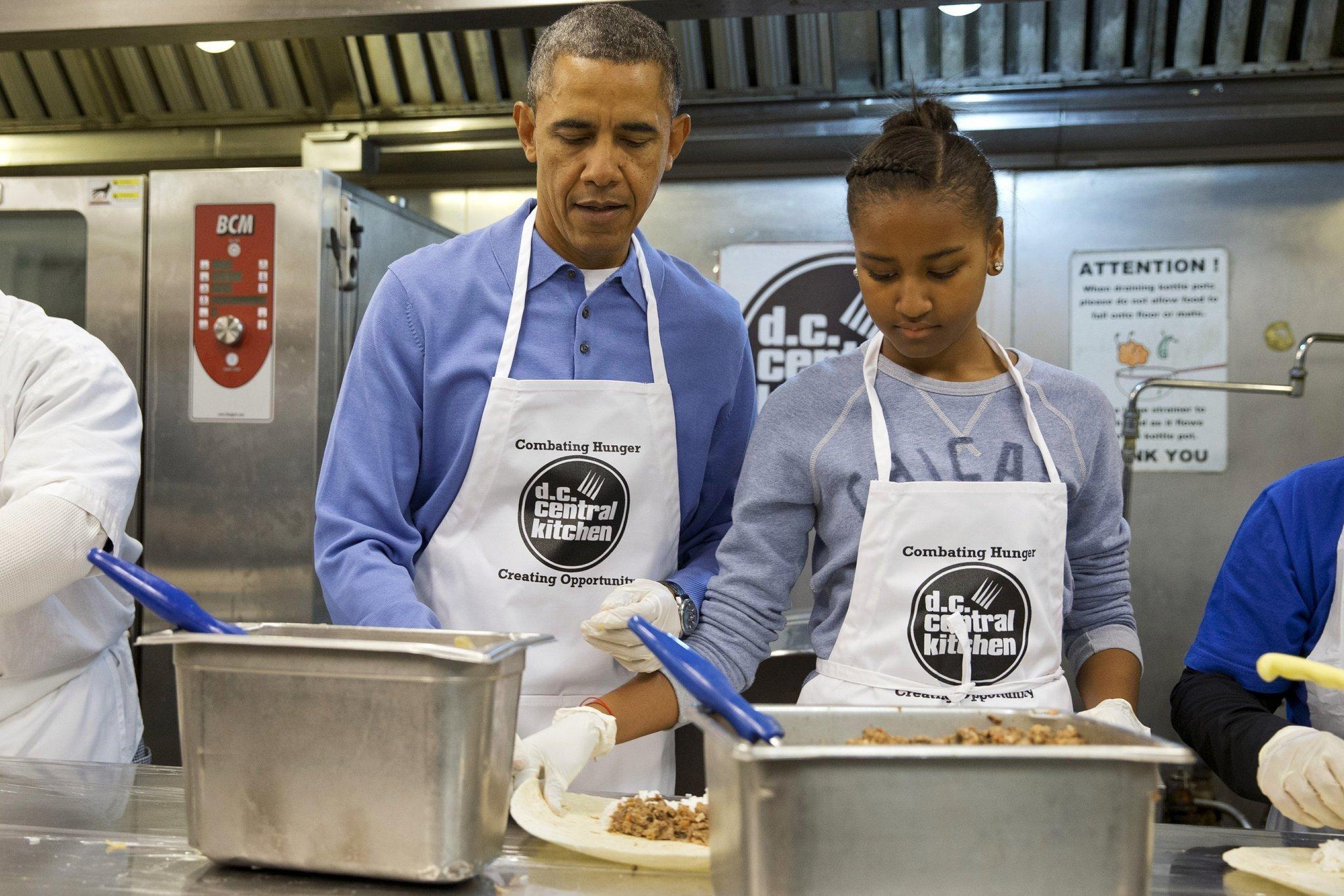 Obama celebrates MLK holiday, visits soup kitchen - The San Diego ...