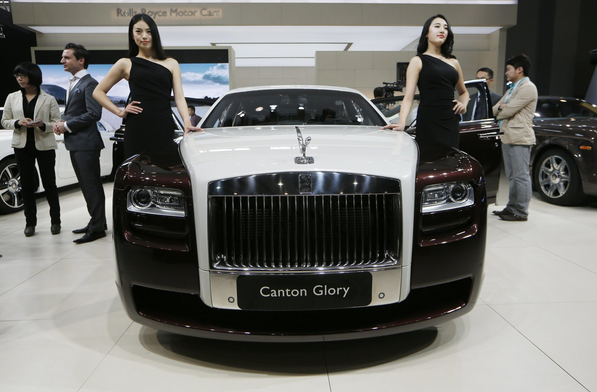 Luxury Rolls-Royce car sales soar worldwide - The San Diego Union ...