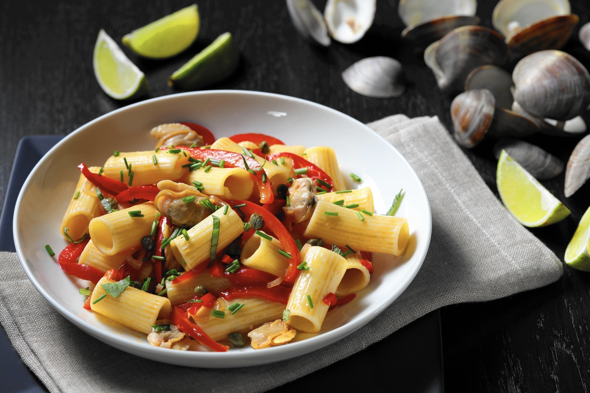 Steamed clams over pasta captures summer vacation memories - Chicago ...