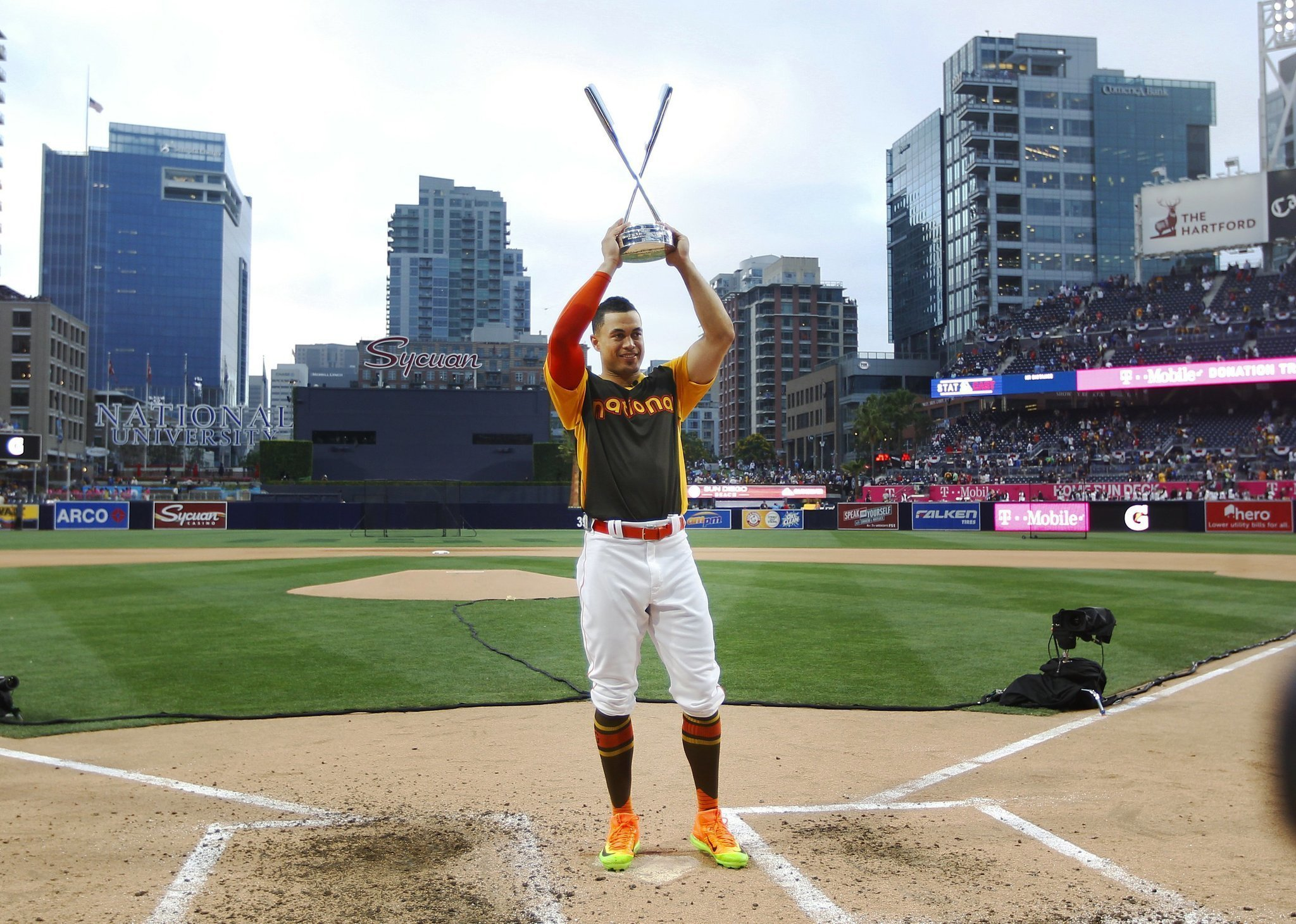 Giancarlo stanton hits a home run out of dodger stadium pictures.