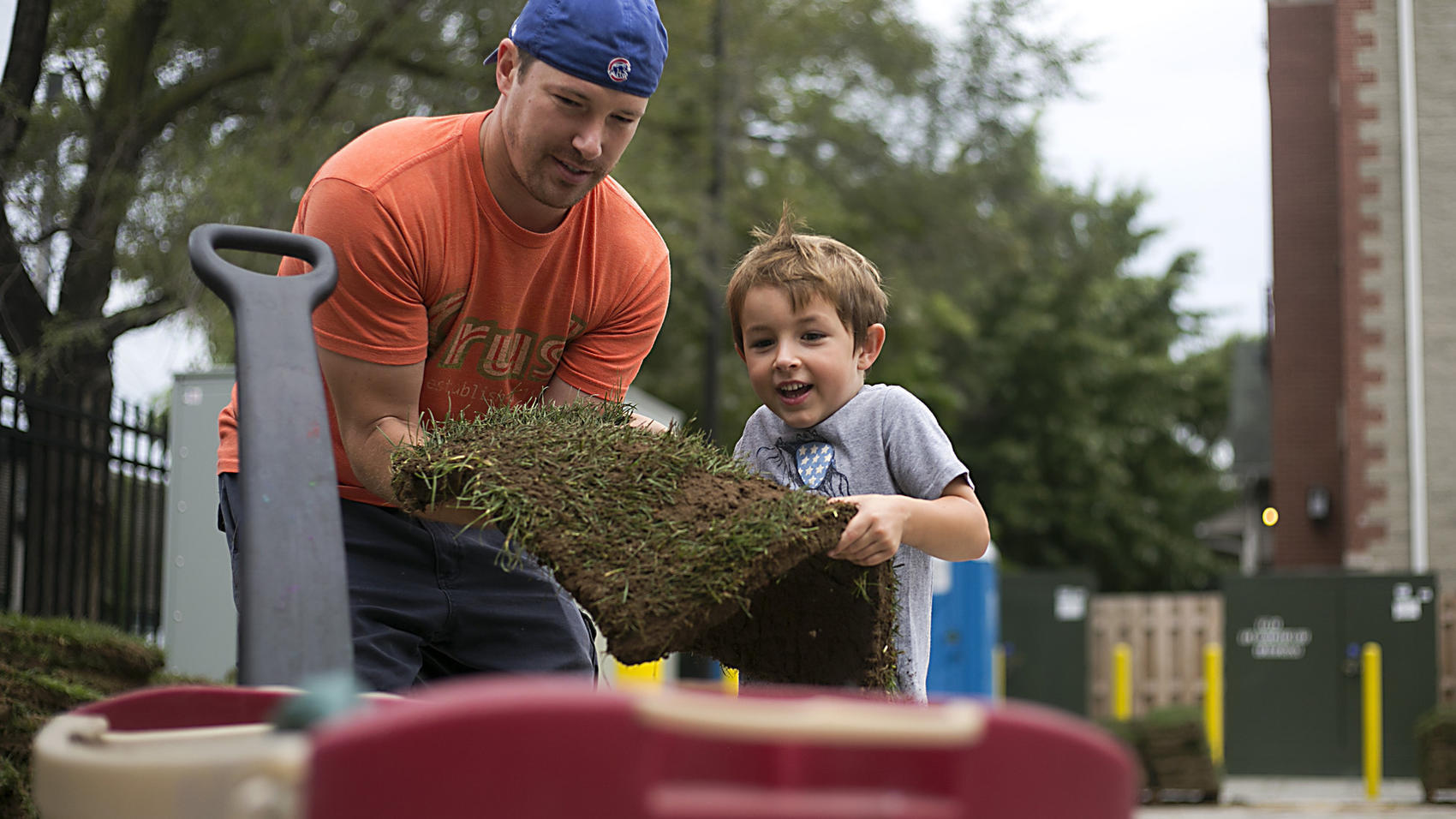 Cubs fans take home pieces of Wrigley - Sun Sentinel
