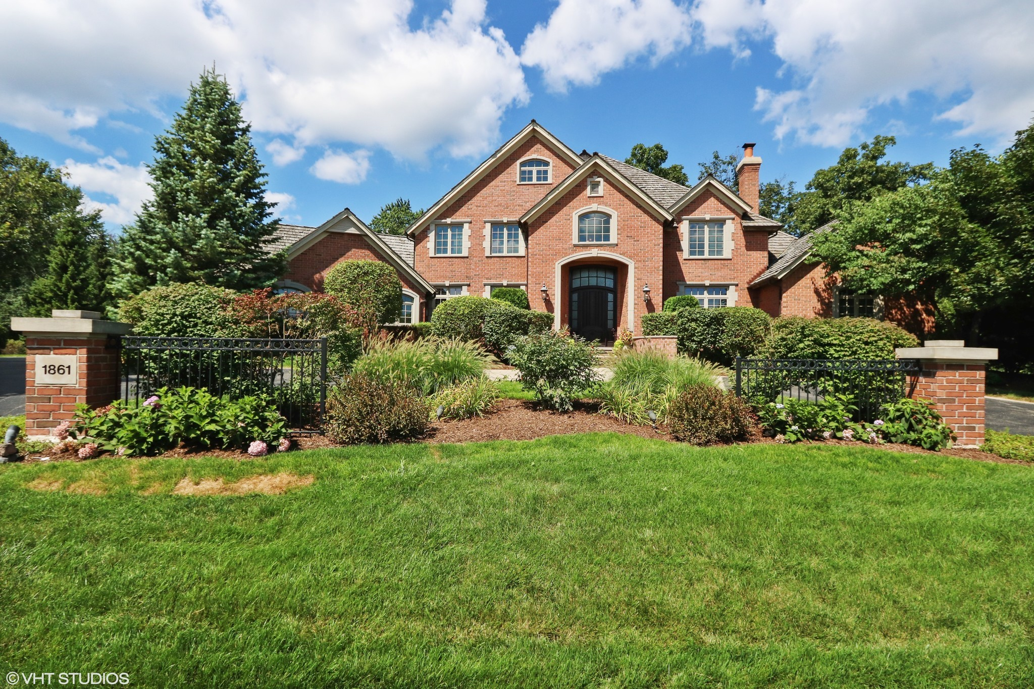 All brick home in libertyville 1 4m chicago tribune for All brick homes