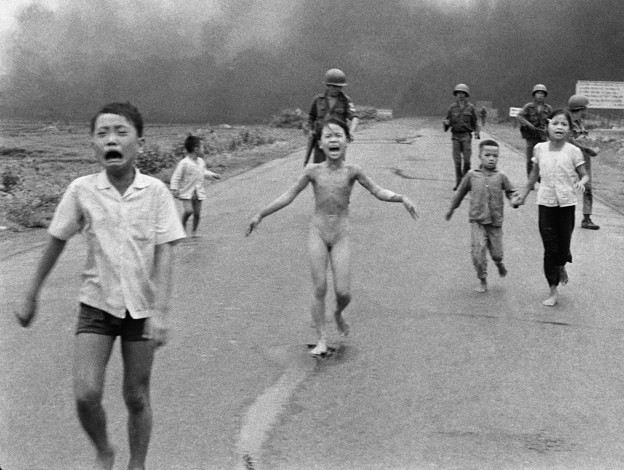 naked in front of children Facebook backtracks to allow iconic Vietnam War photo of child napalm  victims - LA Times