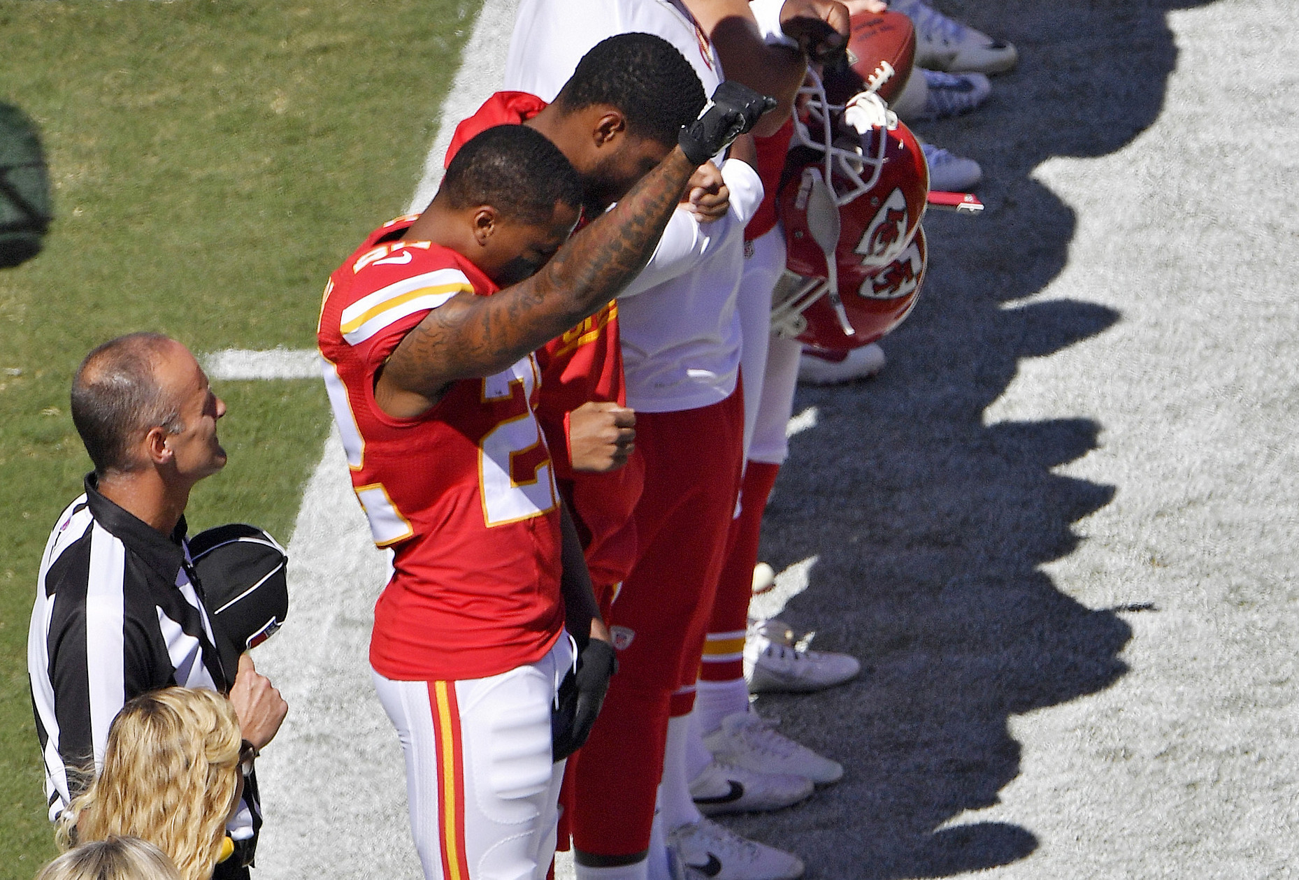 Chiefs Marcus Peters Raises Fist 4 Dolphins Kneel During