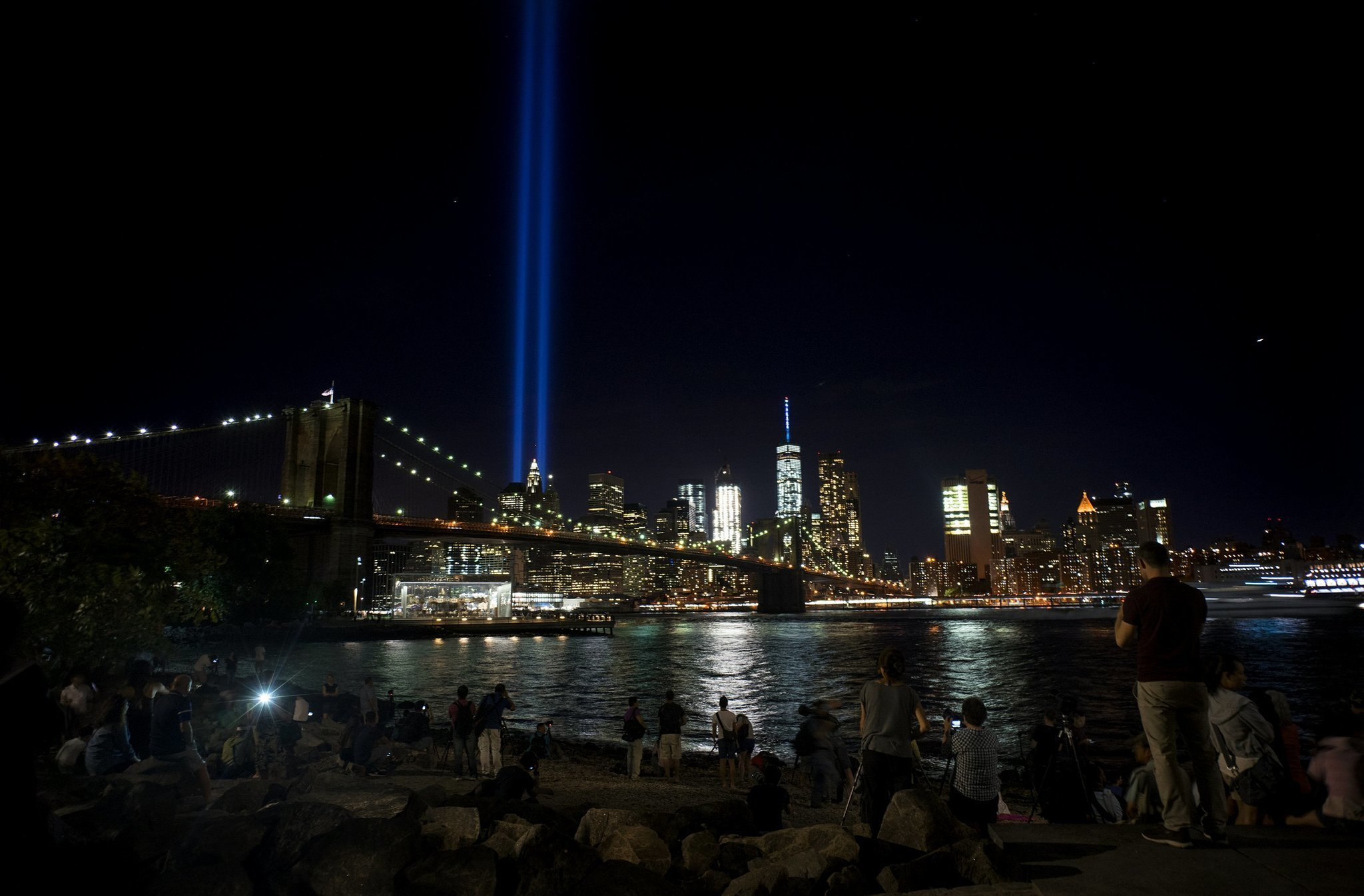 The Latest S Annual Tribute In Light Beams In NYC The - Two beams light new yorks skyline beautiful tribute 911