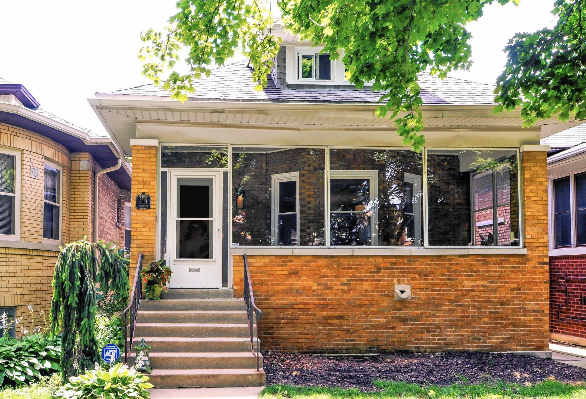 3 historic bungalows for under $1 million - Chicago Tribune