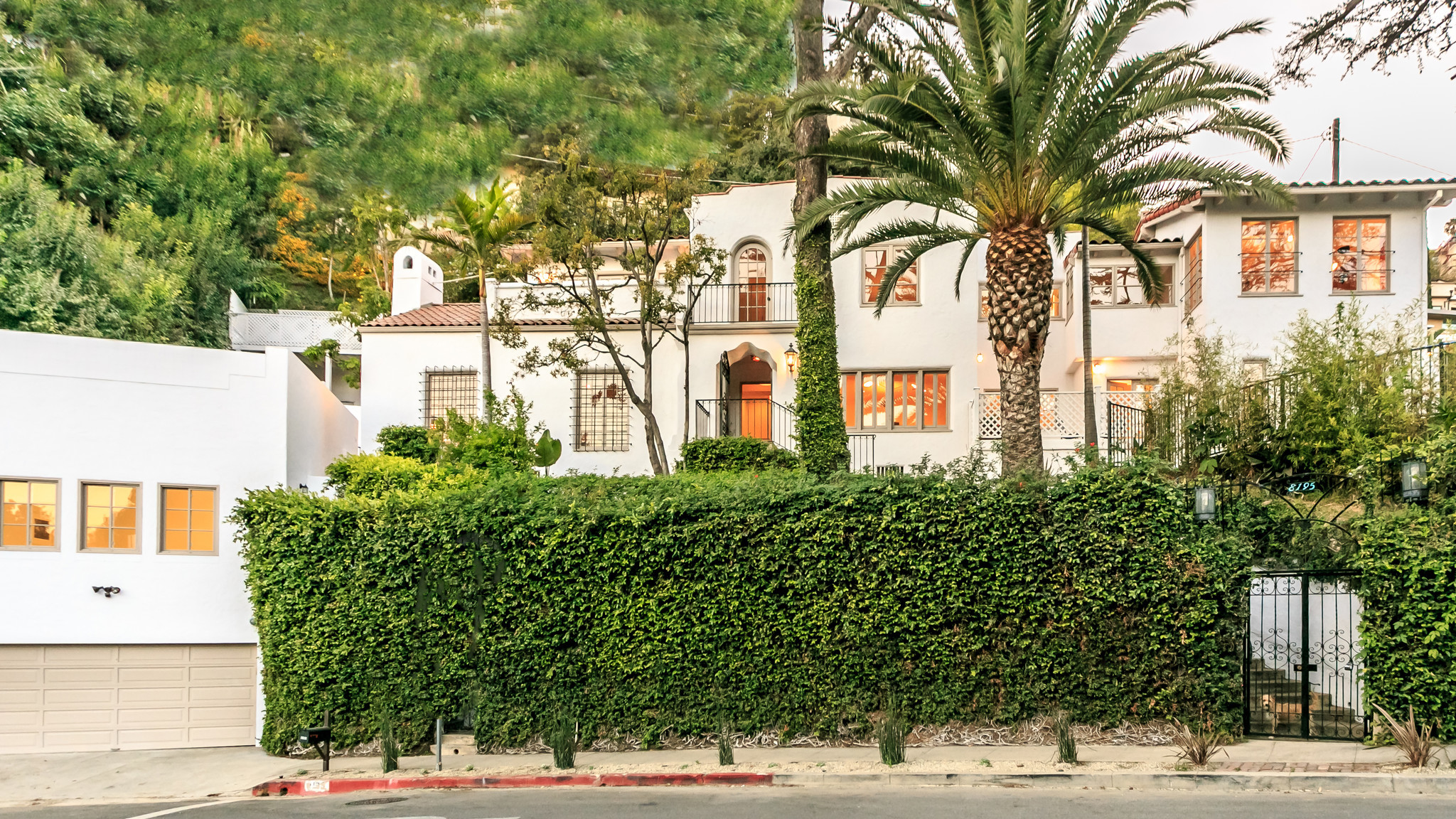 designers nate berkus and jeremiah brent list new-look house with