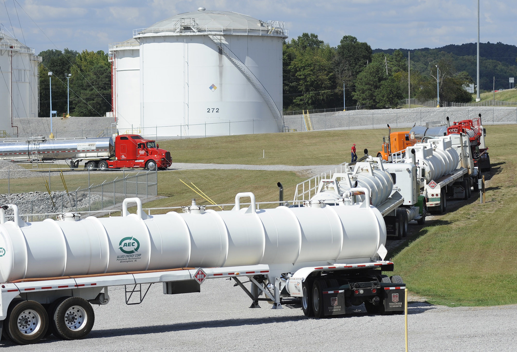 gas prices up in south stations running out after alabama pipeline spill chicago tribune