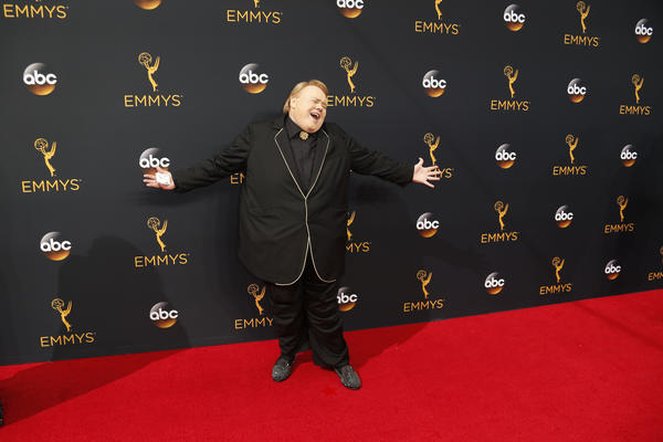 MN's Louie Anderson wins Emmy for 'Baskets'