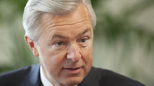 The burning mystery at the heart of the Wells Fargo scandal: Why does its CEO still have a job?