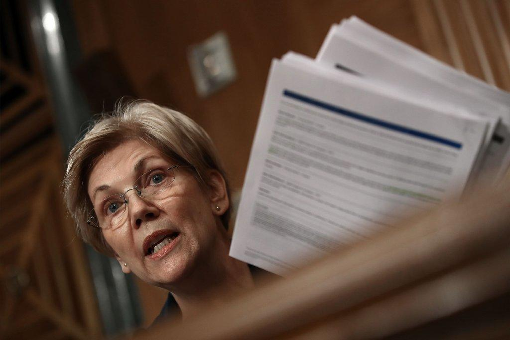 Sen. Elizabeth Warren (D-Mass.) questions Wells Fargo Chief Executive John Stumpf during a Senate Banking Committee hearing. (Getty Images)