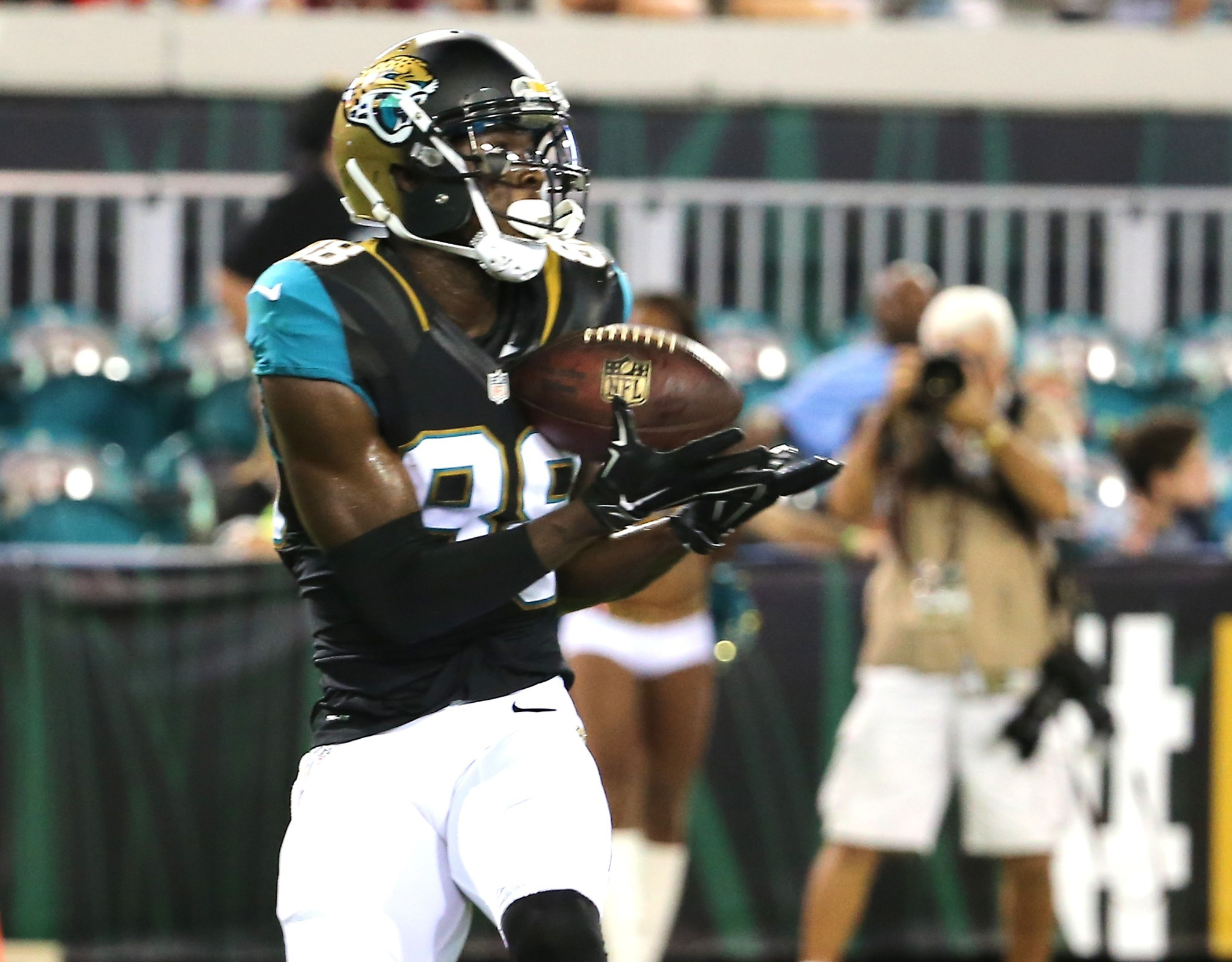 Bal-ravens-defense-concerned-about-containing-jacksonville-jaguars-duo-of-allen-robinson-allen-hurns-20160922