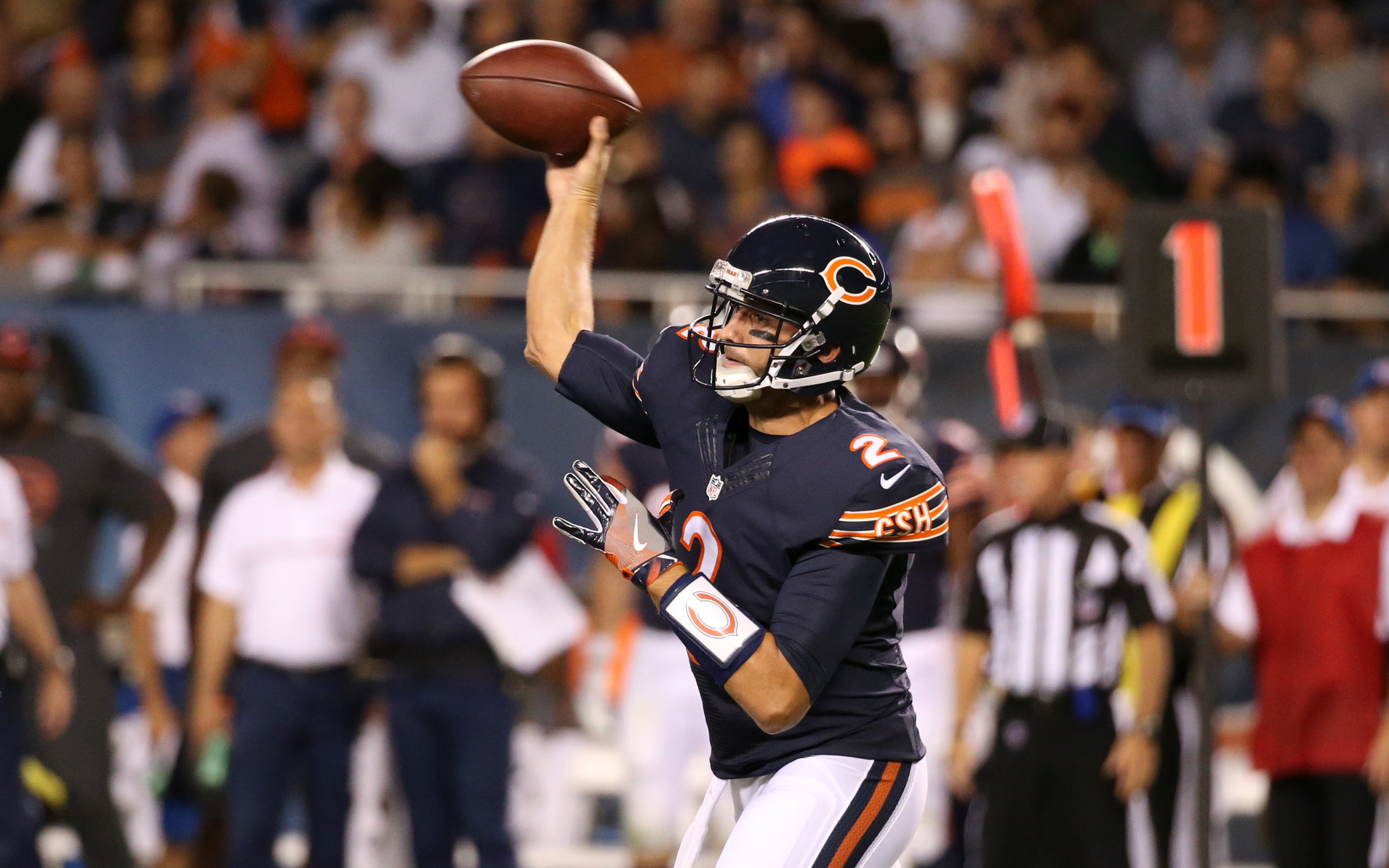 Ct-brian-hoyer-takes-over-bears-spt-0923-20160922