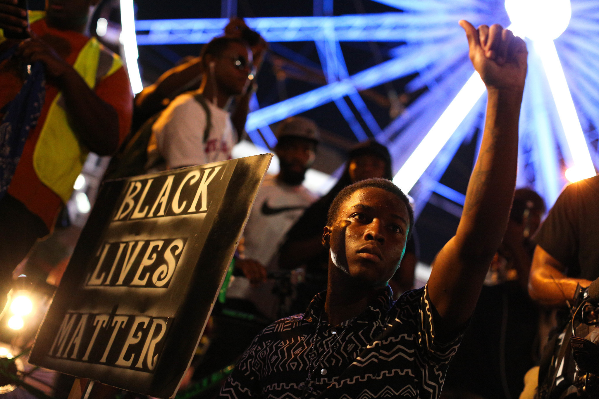 Usa Mix Created At 2016 09 24 0613 Hall Effect Sensor Wiring Diagram Http Wwwjustanswercom Jeep 3awtd Demonstrators Flood Streets Again In Charlotte And Atlanta To Protest Police Shootings 1399 18