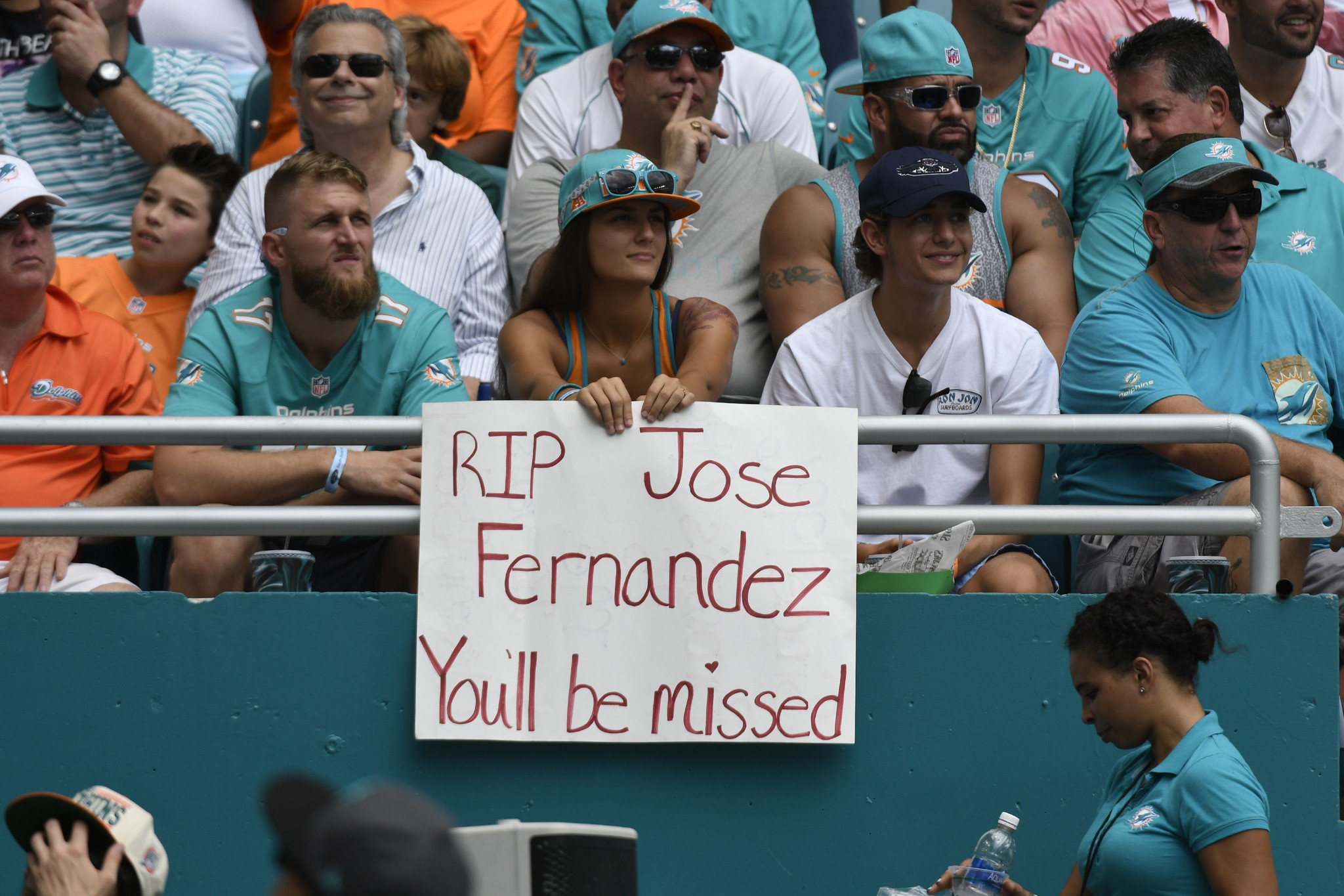 Sfl-dolphins-honor-marlins-jose-fernandez-with-moment-of-silence-20160925