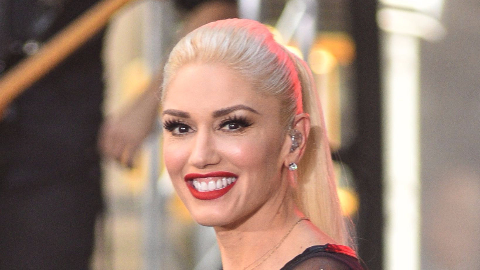 Gwen Stefani reflects on her whirlwind year and success in ... гвен стефани 2018