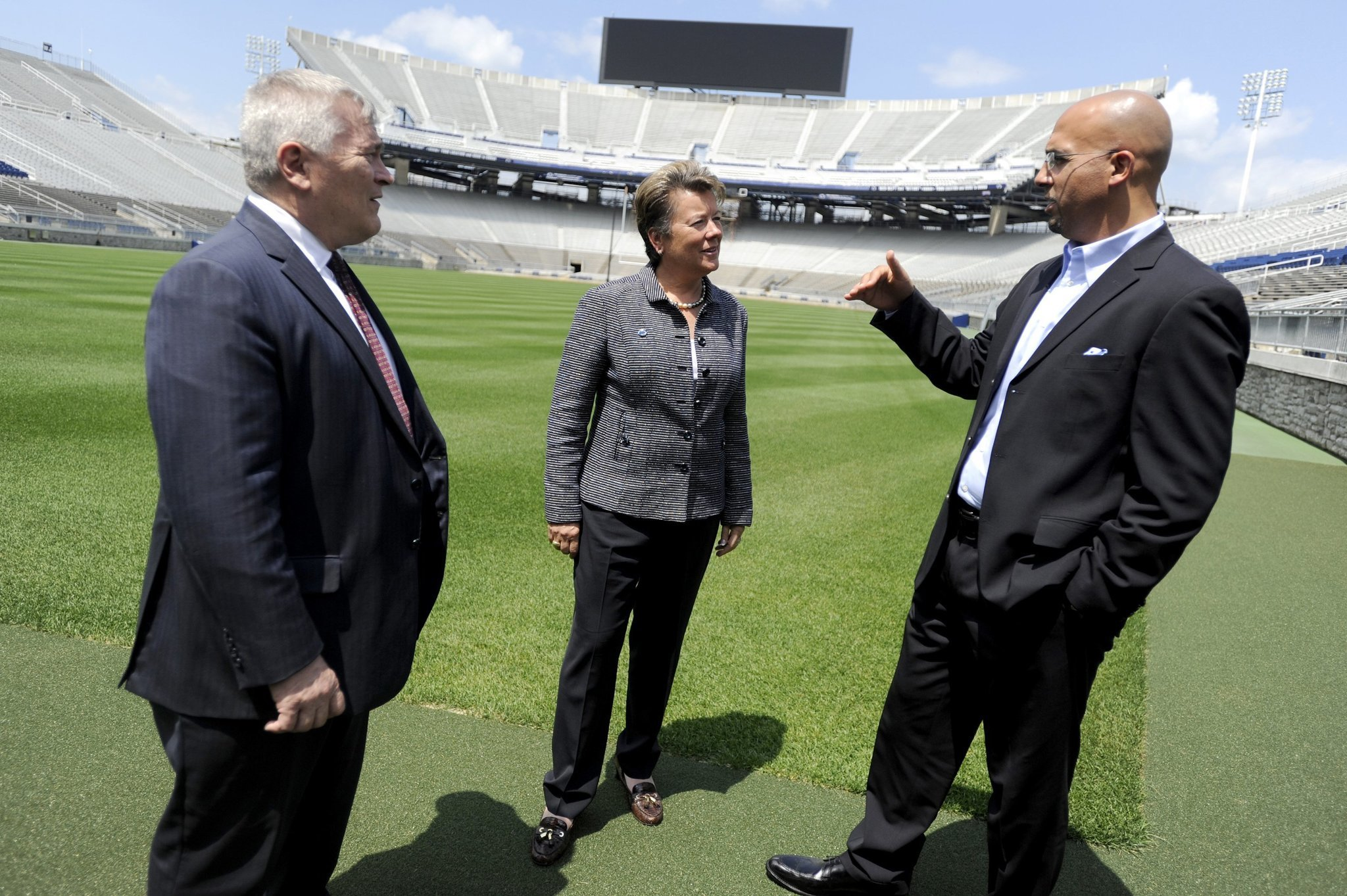 Mc-penn-state-athletic-director-gives-vote-of-confidence-to-james-franklin-20160929