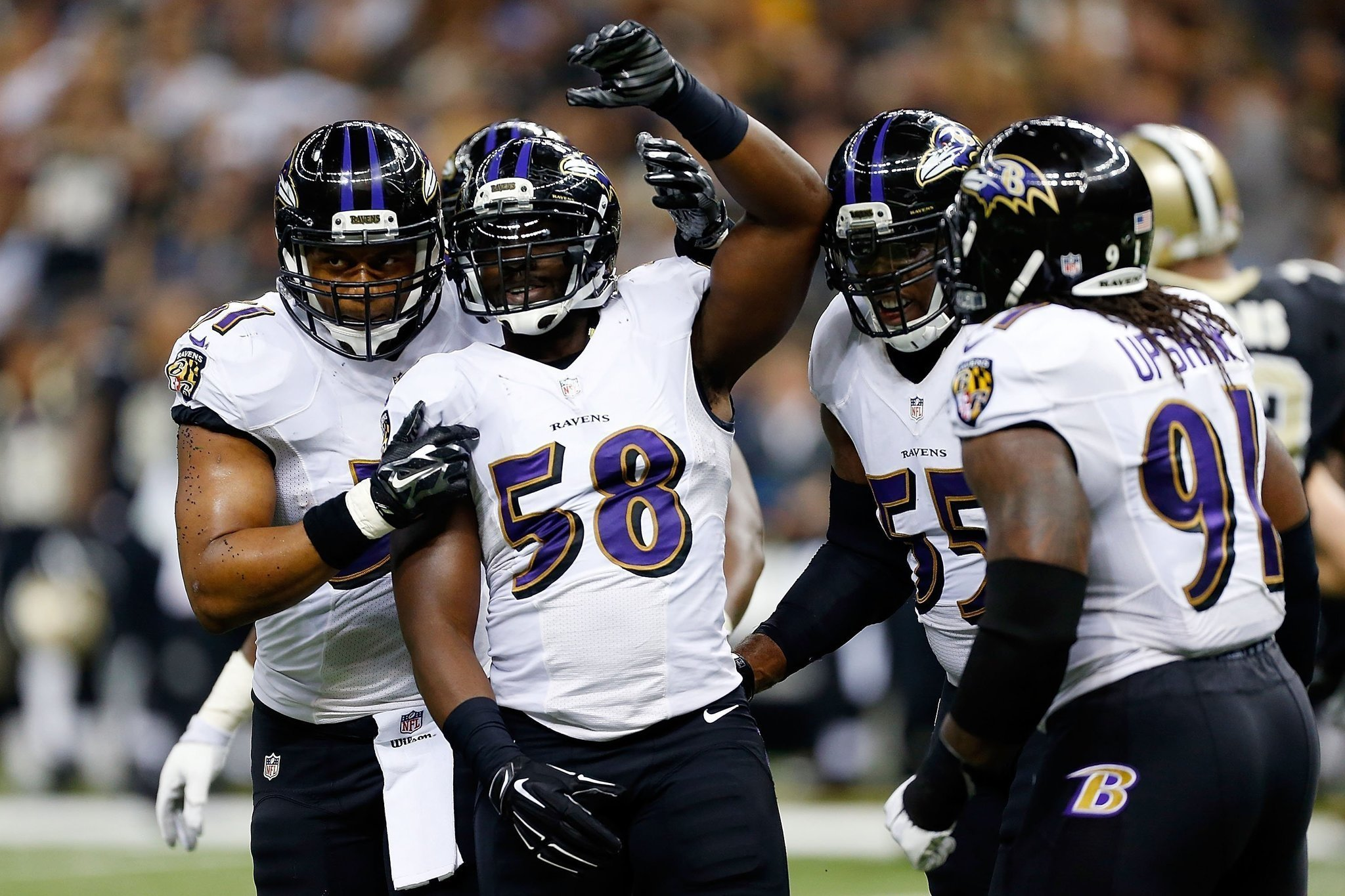 Bal-elvis-dumervil-backs-up-terrell-suggs-announcement-that-linebacker-will-play-for-ravens-on-sunday-20160929
