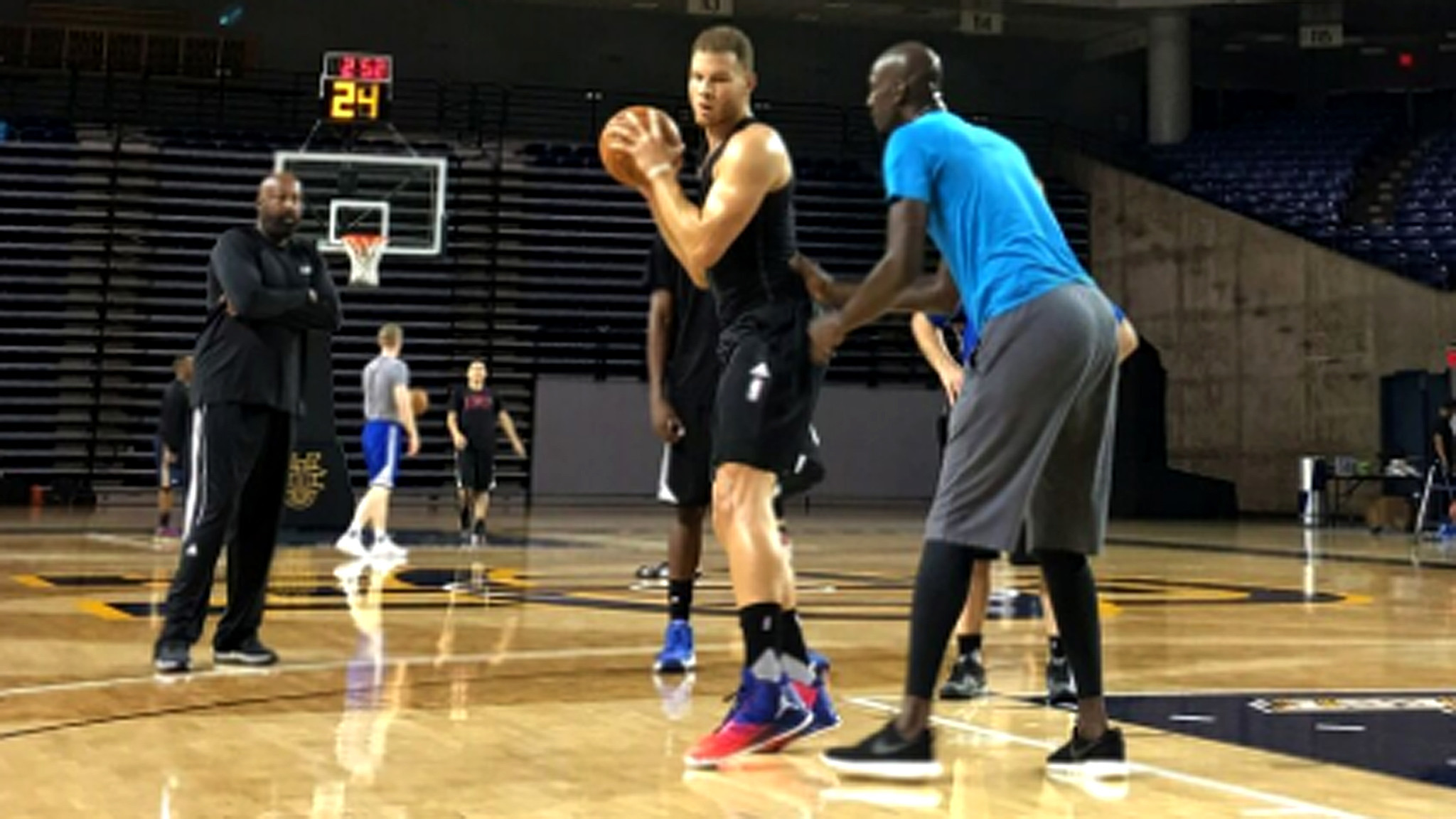 La-sp-clippers-training-camp-20160929-snap