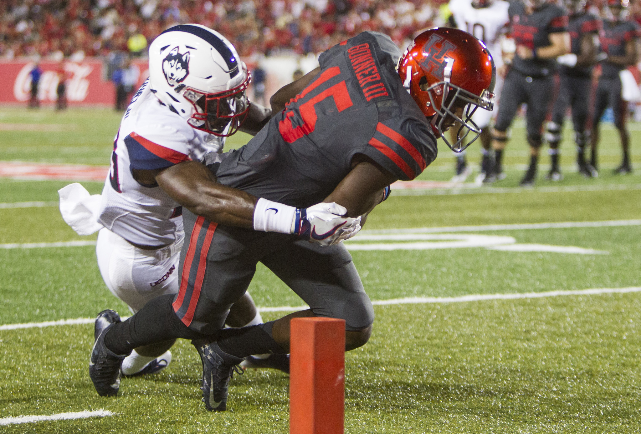 Ward Has Banner Game As Houston Defeats UConn 42-14 - Hartford Courant