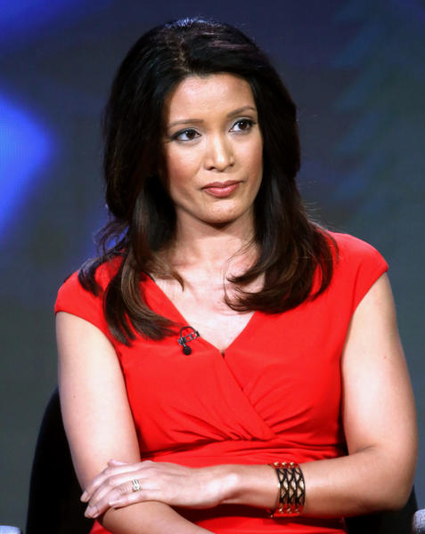 Who is vice presidential debate moderator Elaine Quijano?