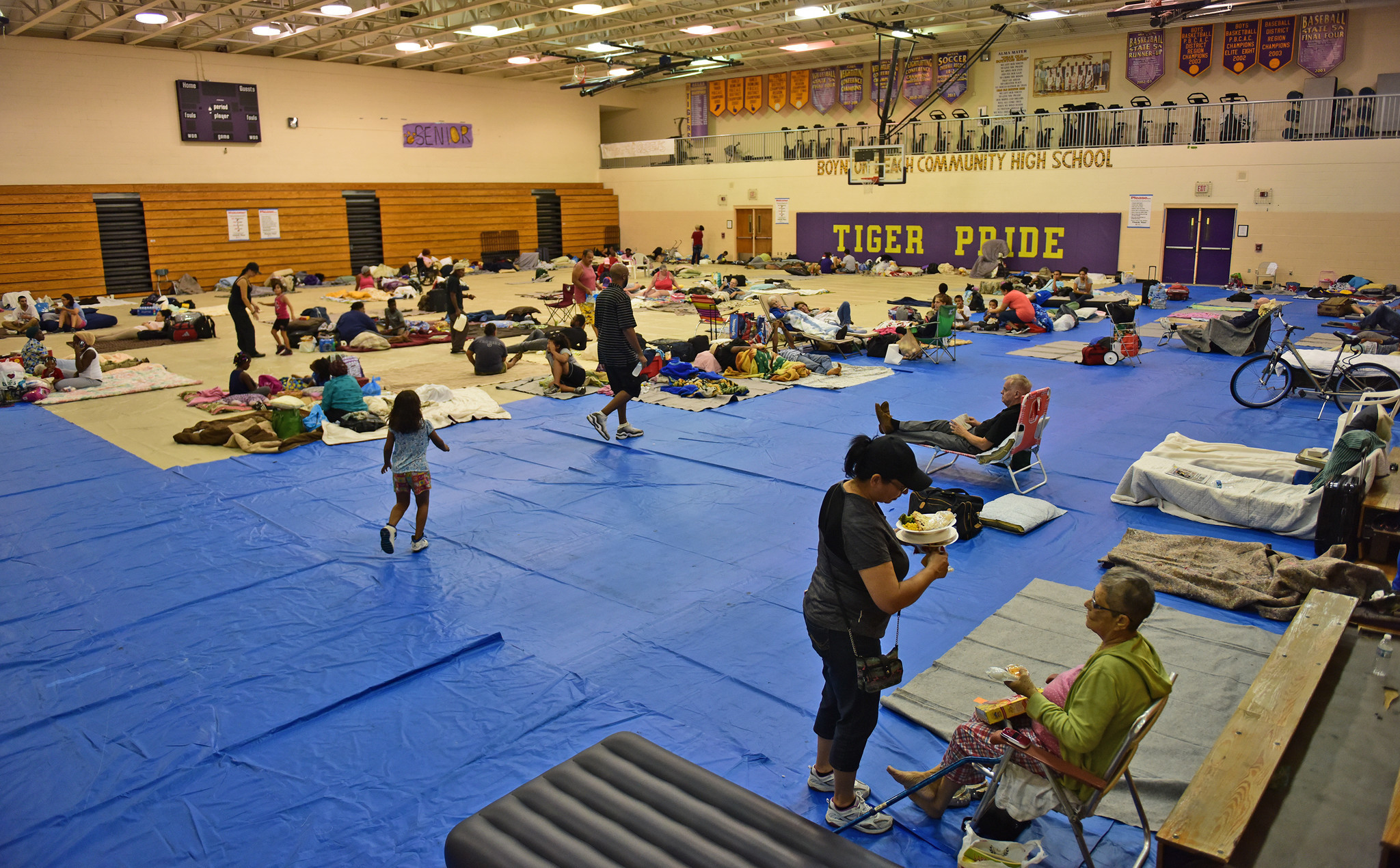 As Hurricane Matthew closed in, more people sought shelter - Sun Sentinel