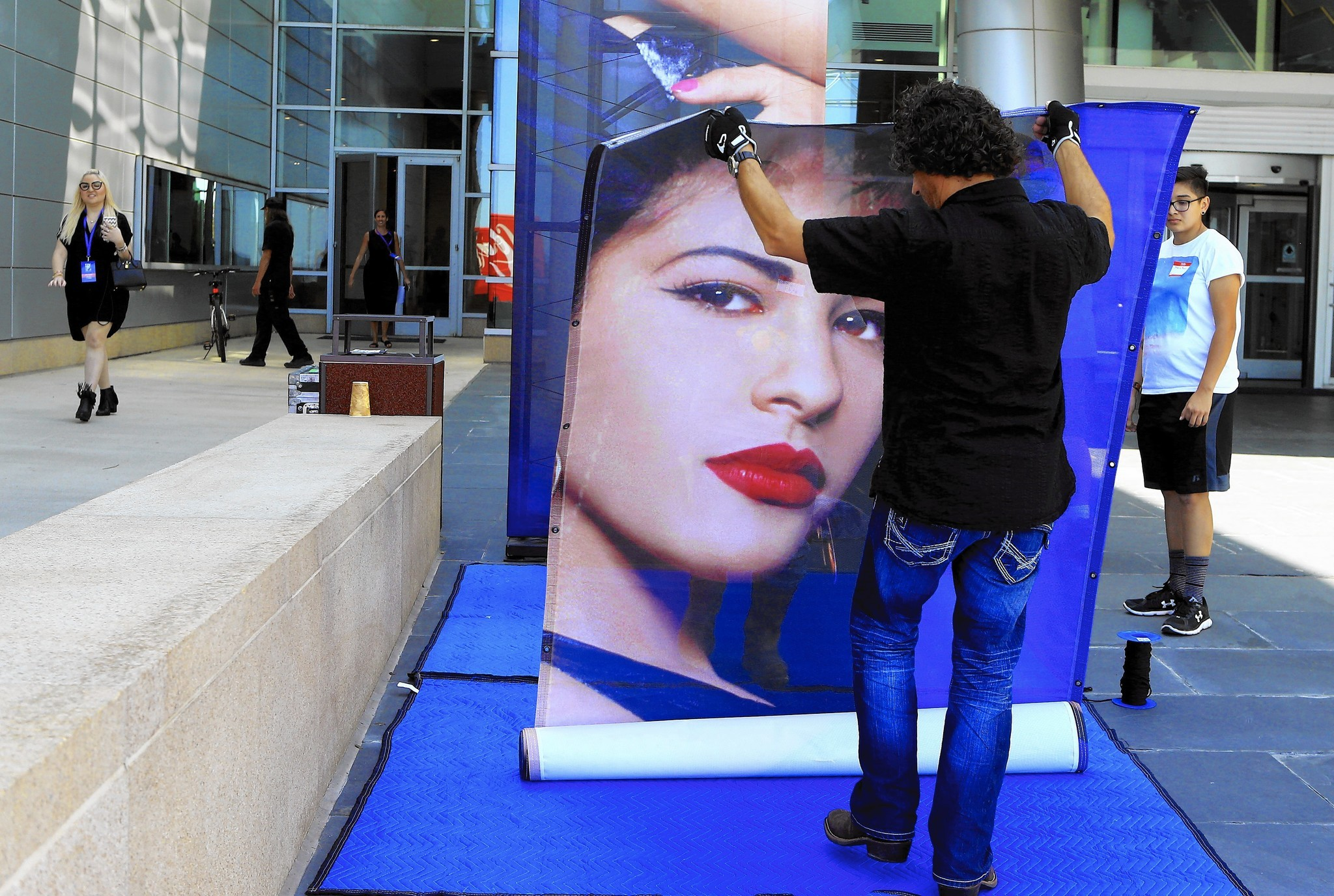 Fans wait overnight to purchase MAC's Selena makeup line