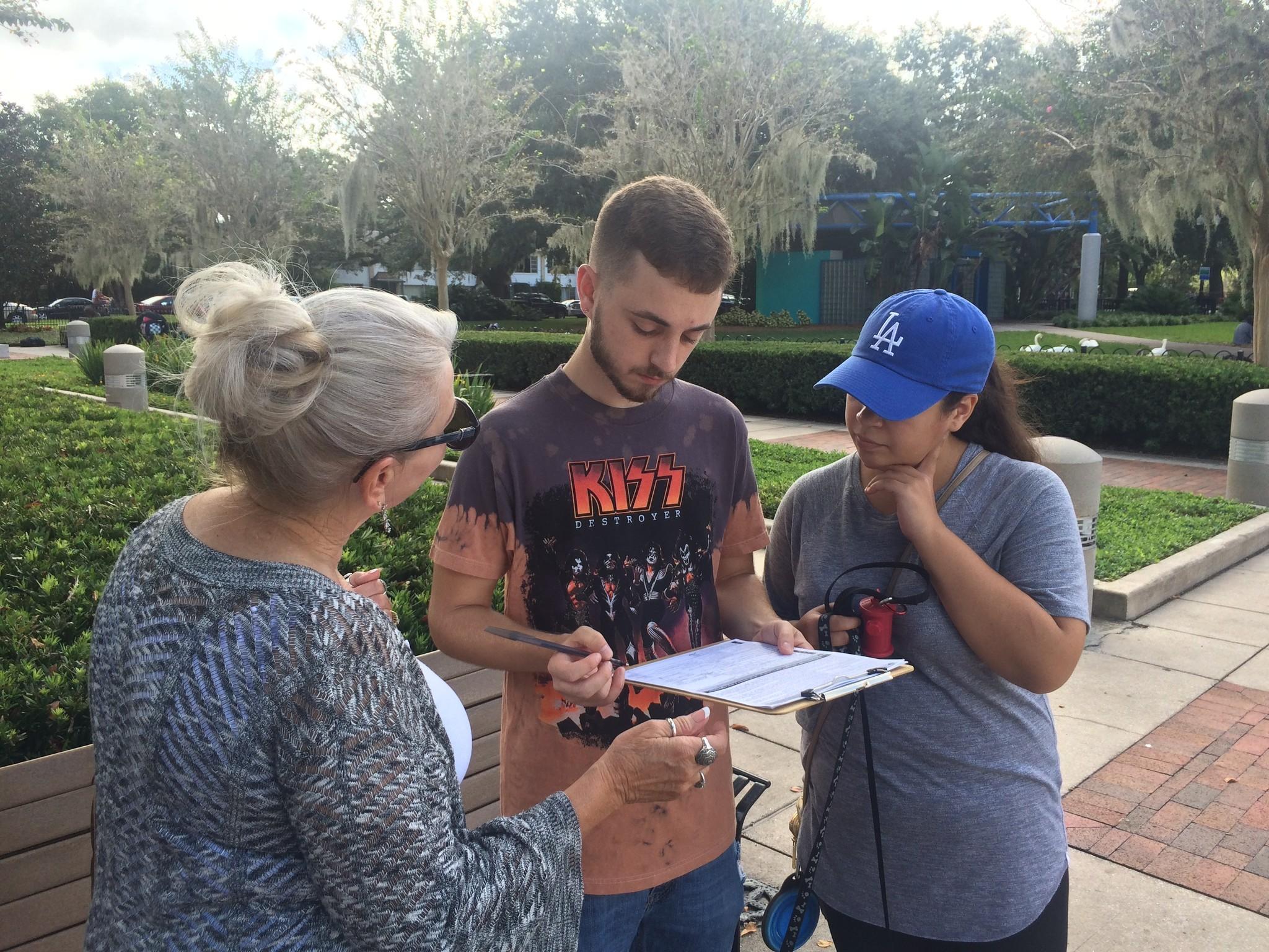 hillary clinton volunteers register to vote