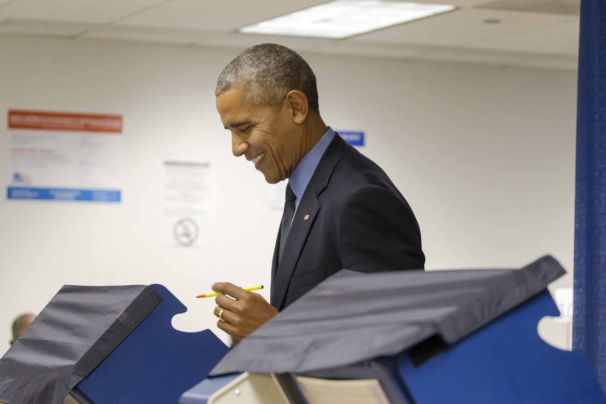 President Obama casts early vote in Chicago between ...