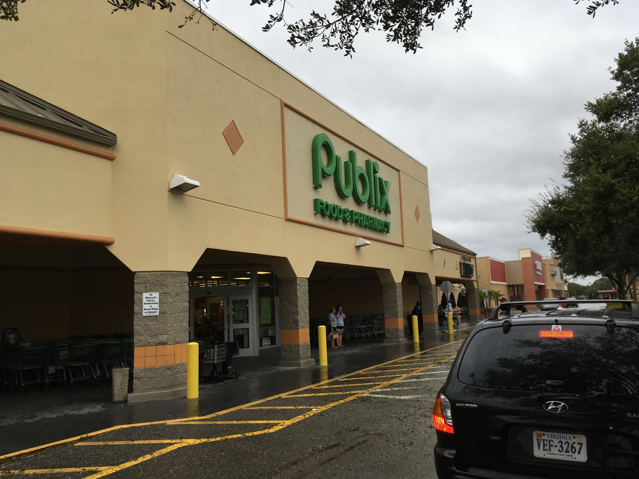 publix opens stores after matthew while other retailers