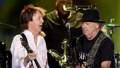 Watch Neil Young and Paul McCartney duet at Desert Trip festival