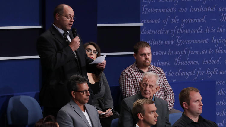 Ken Karpowicz asks a question during the town hall debate. (Chip Somodevilla / Getty Images)